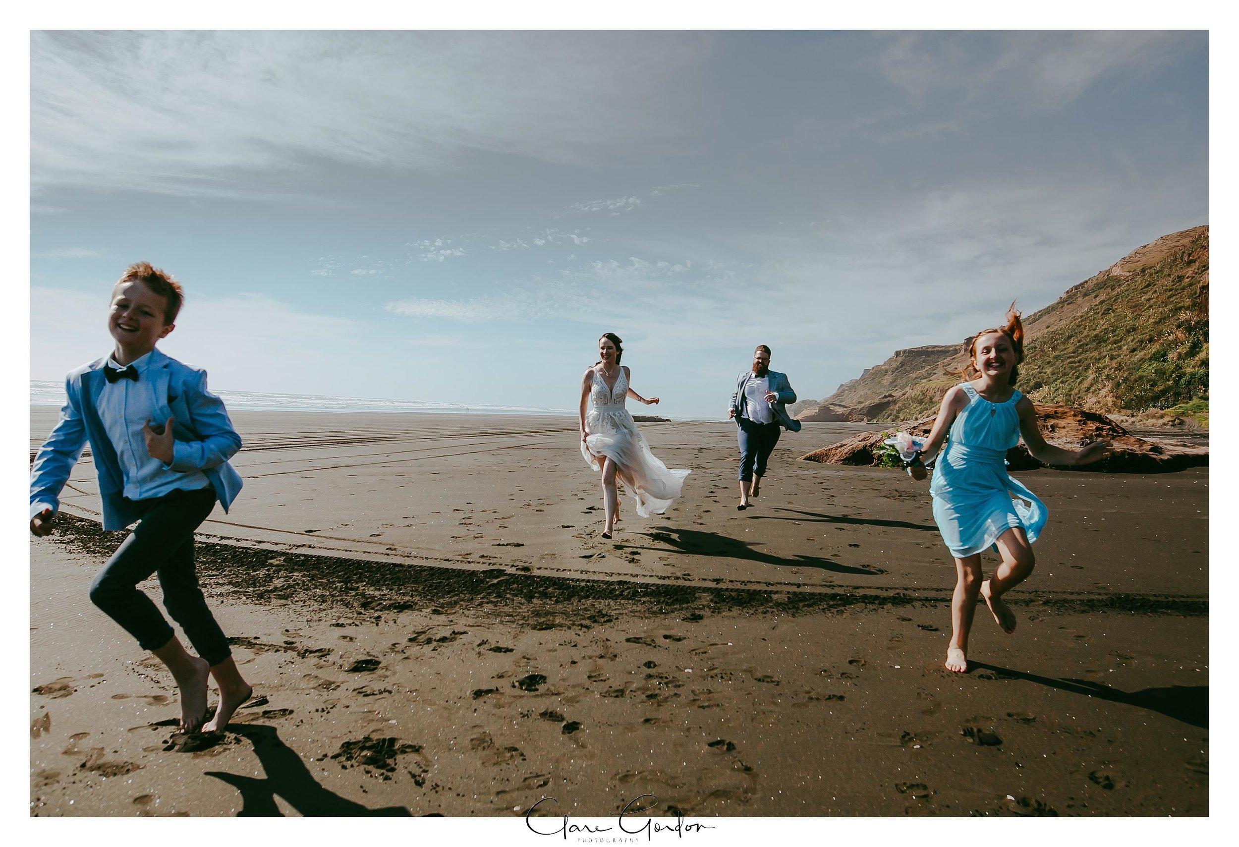 Castaways-resort-waiuku-Wedding-photos-Karioitahi-beach (93).jpg