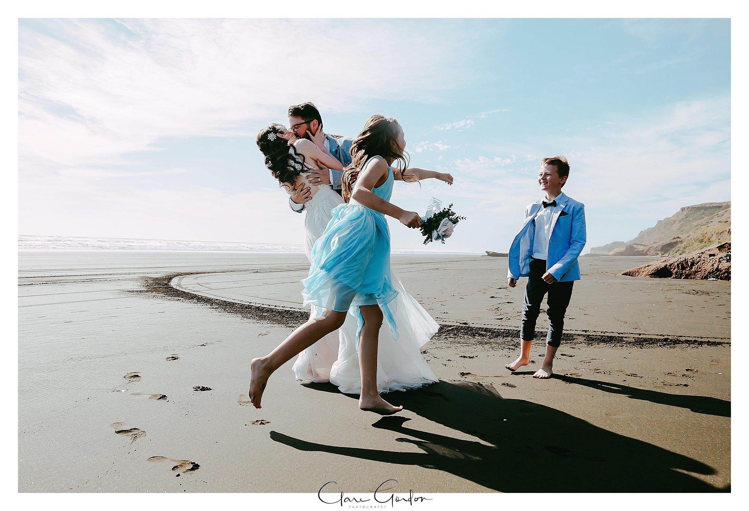 Castaways-resort-waiuku-Wedding-photos-Karioitahi-beach (133).jpg