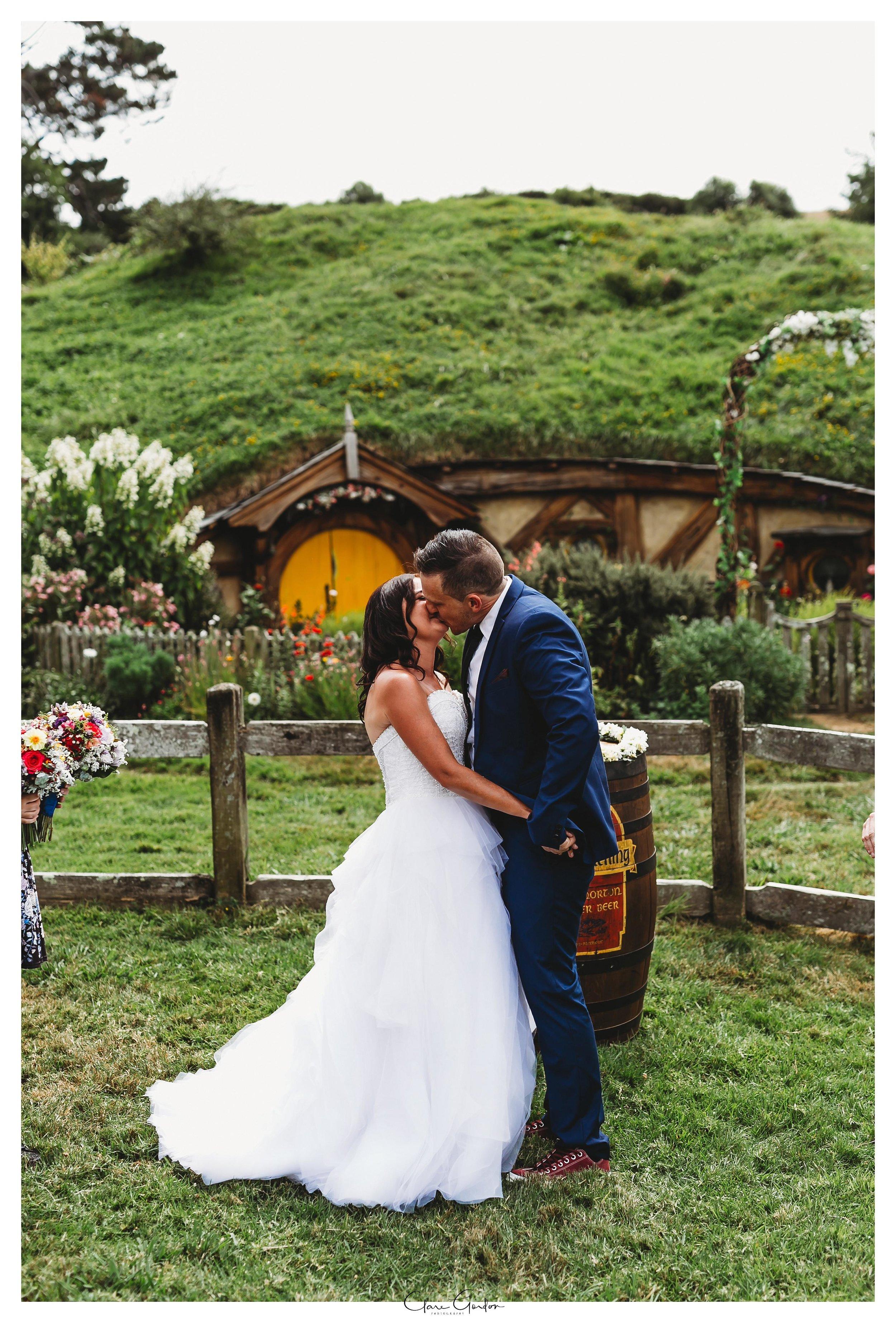 Hobbiton-wedding-bride-and-groom-kiss