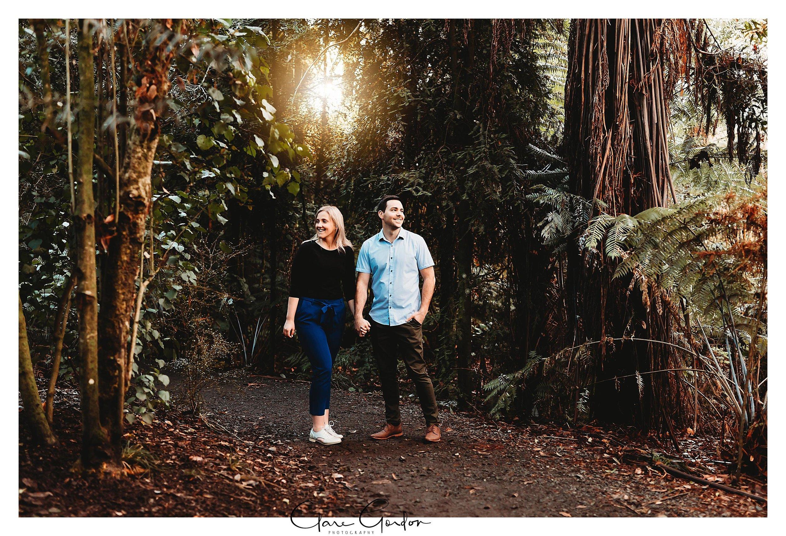 Waikato-engagement-photos-sunset-clare-gordon-photography-couple-hugging (5).jpg
