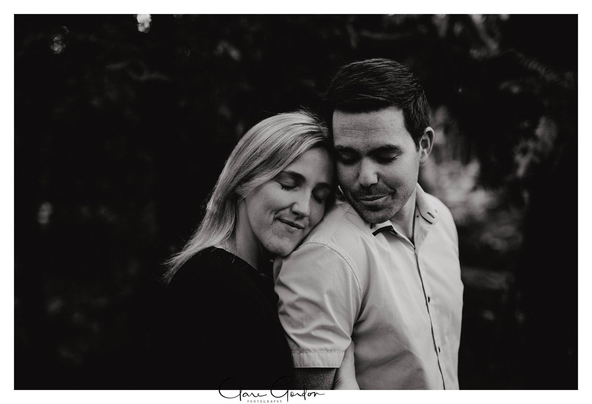 Waikato-engagement-photos-sunset-clare-gordon-photography-couple-hugging (7).jpg