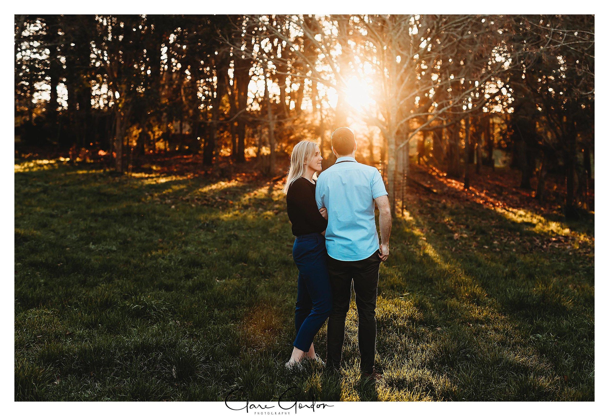 Waikato-engagement-photos-sunset-clare-gordon-photography-couple-hugging (10).jpg