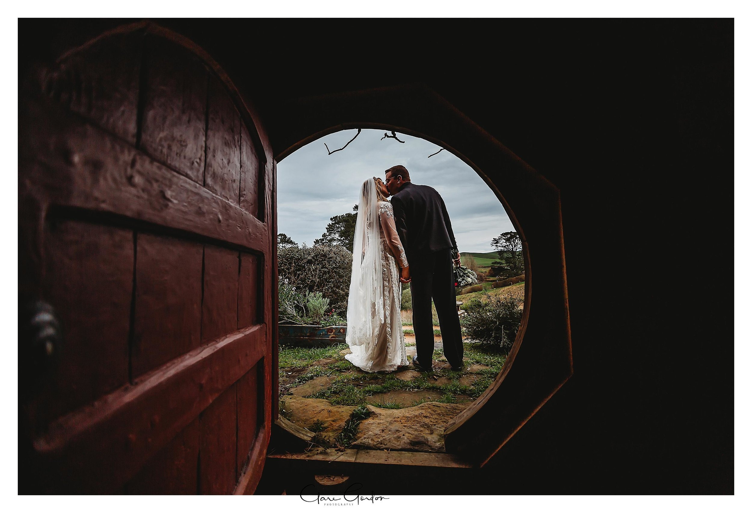 Hobbiton-movie-set-wedding-photo-matamata-bride-and-groom-Photo (3).jpg