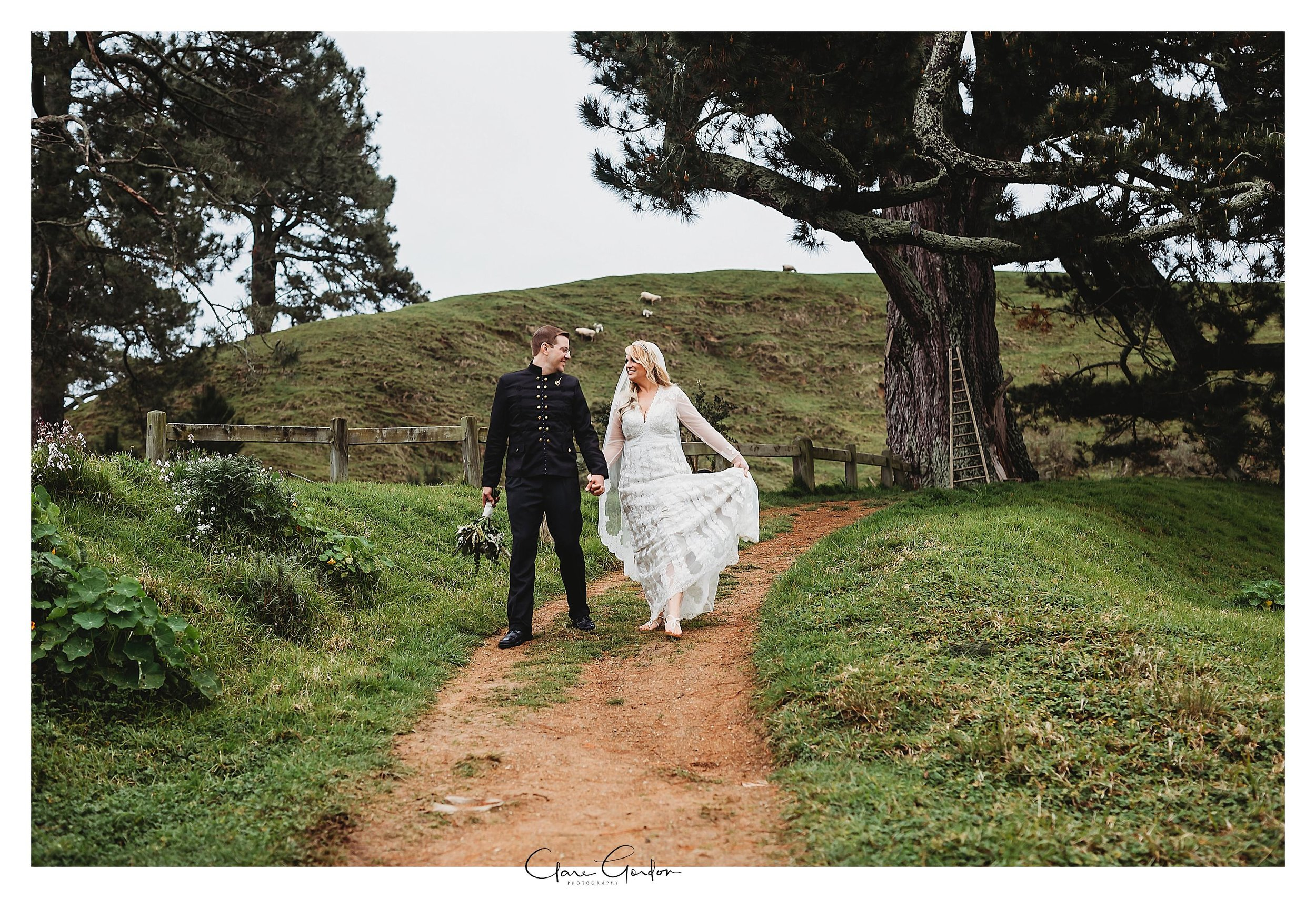 Hobbiton-movie-set-wedding-photo-matamata-bride-and-groom-Photo_newZealand-wedding-photographer (6).jpg