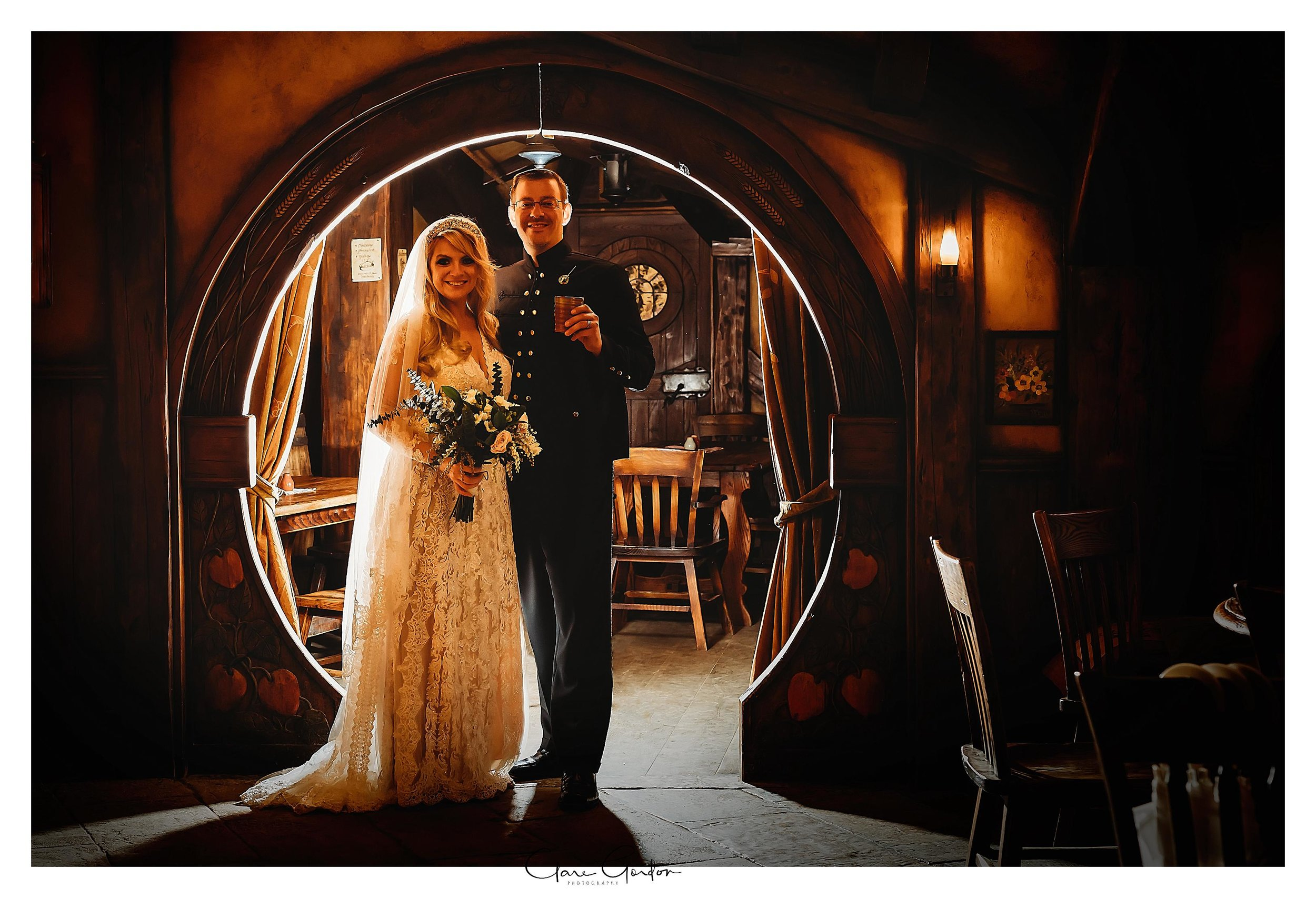 Hobbiton-movie-set-wedding-photo-matamata-bride-and-groom-Photo_newZealand-wedding-photographer (4).jpg