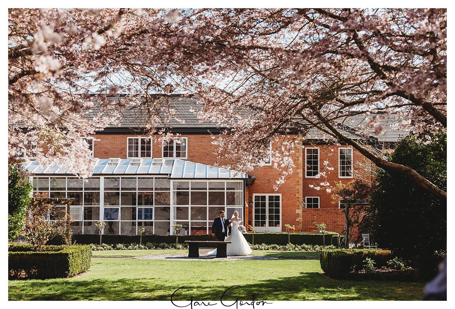 Henley-Hotel-Cherry-blossom-wedding-photos (42).jpg