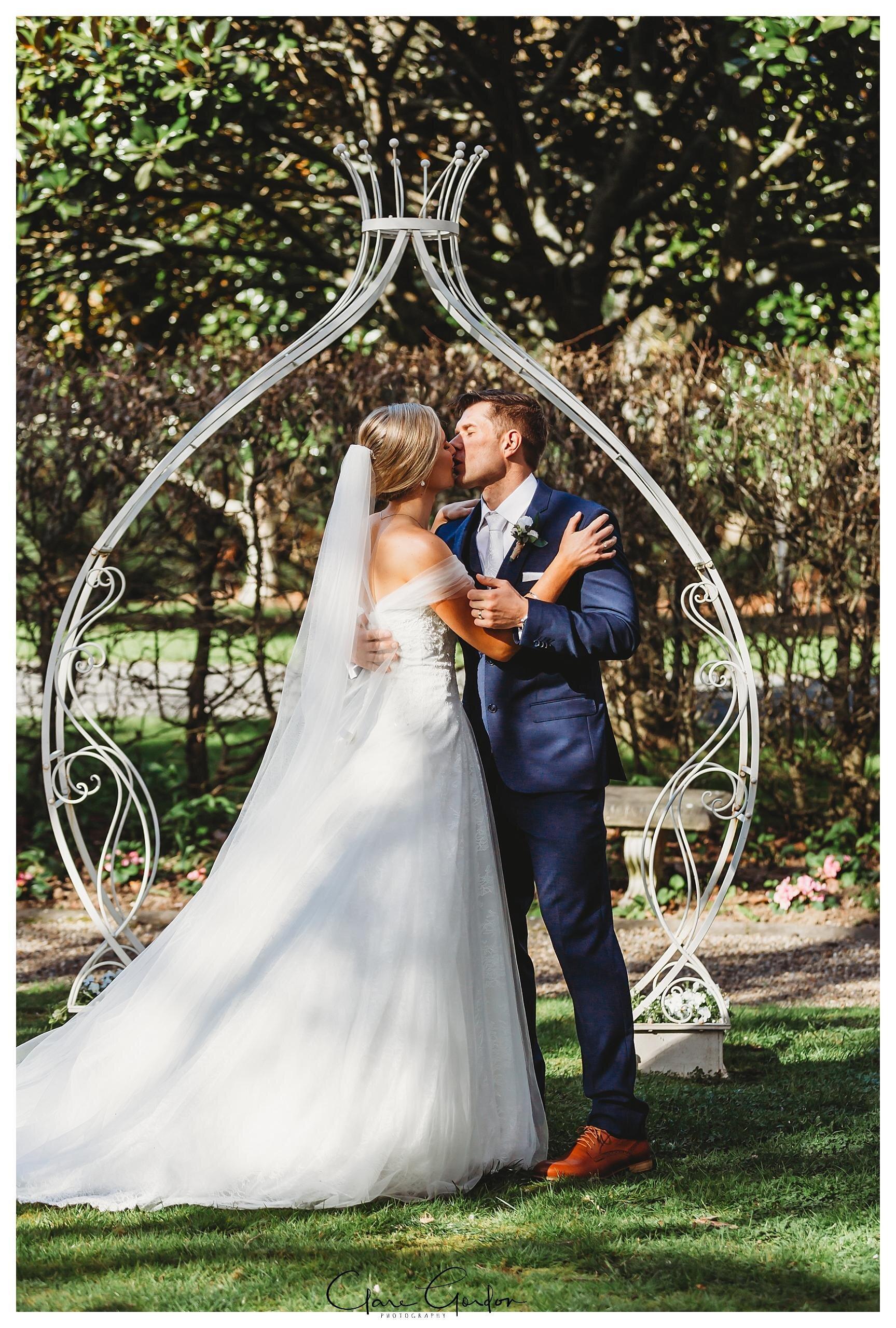 Henley-Hotel-Cherry-blossom-wedding-photos (51).jpg