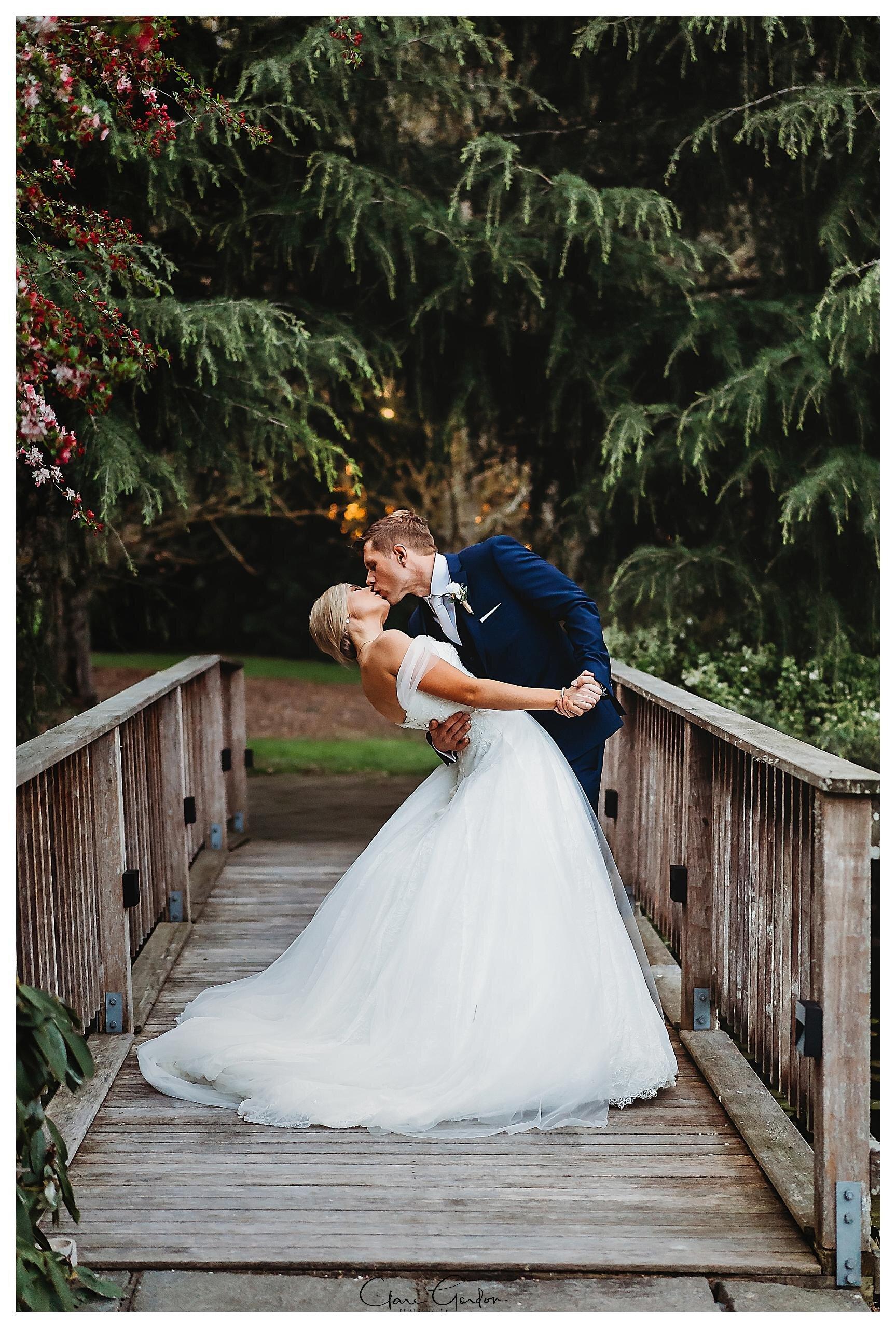Henley-Hotel-Cherry-blossom-wedding-photos (73).jpg