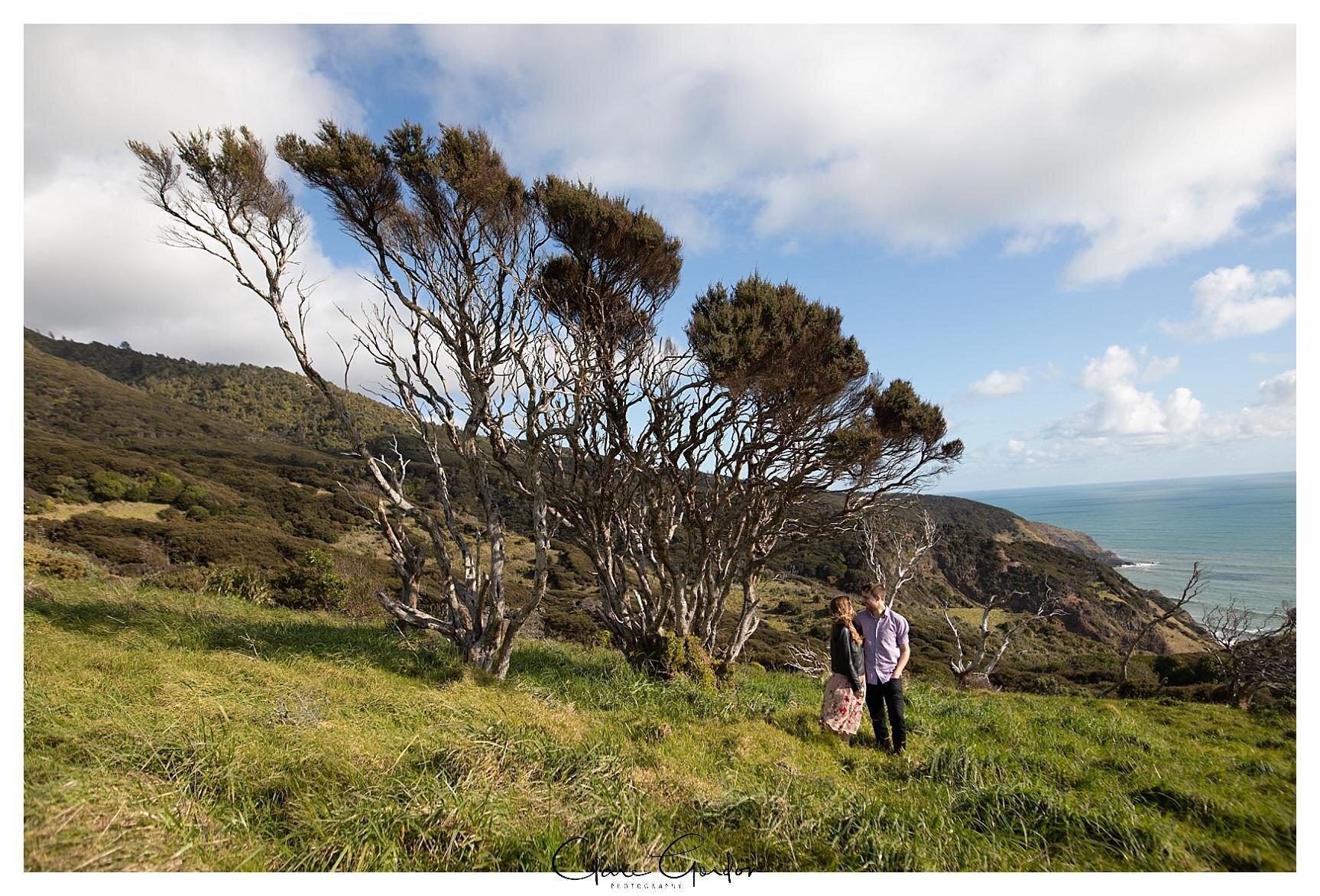 Raglan-beach-NZ-couples-engagement-photos-West-coast-Newzealand (7).jpg