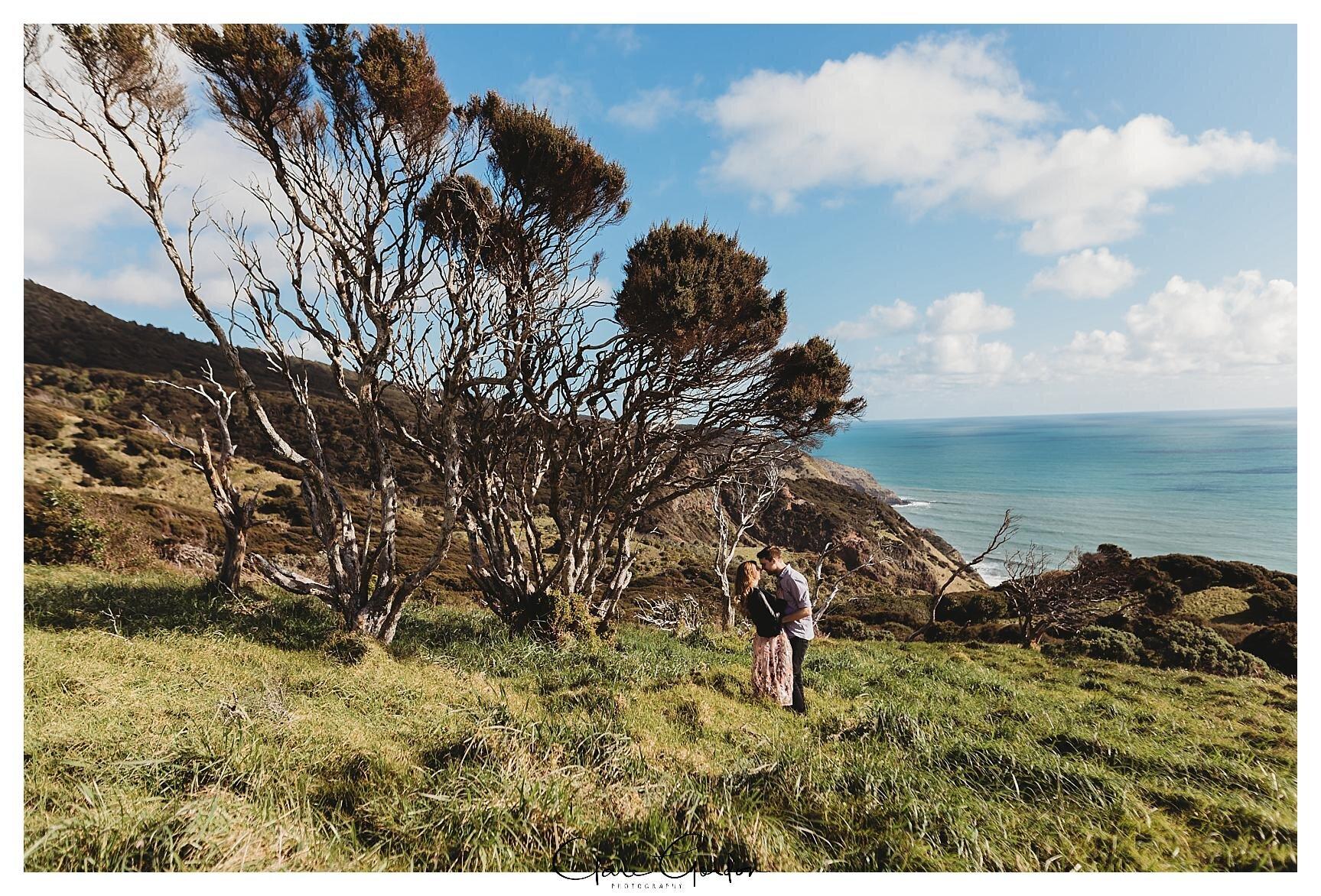 Raglan-beach-NZ-couples-engagement-photos-West-coast-Newzealand (4).jpg
