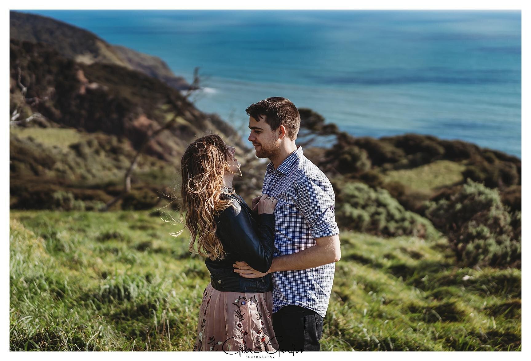 Raglan-beach-NZ-couples-engagement-photos-West-coast-Newzealand (8).jpg