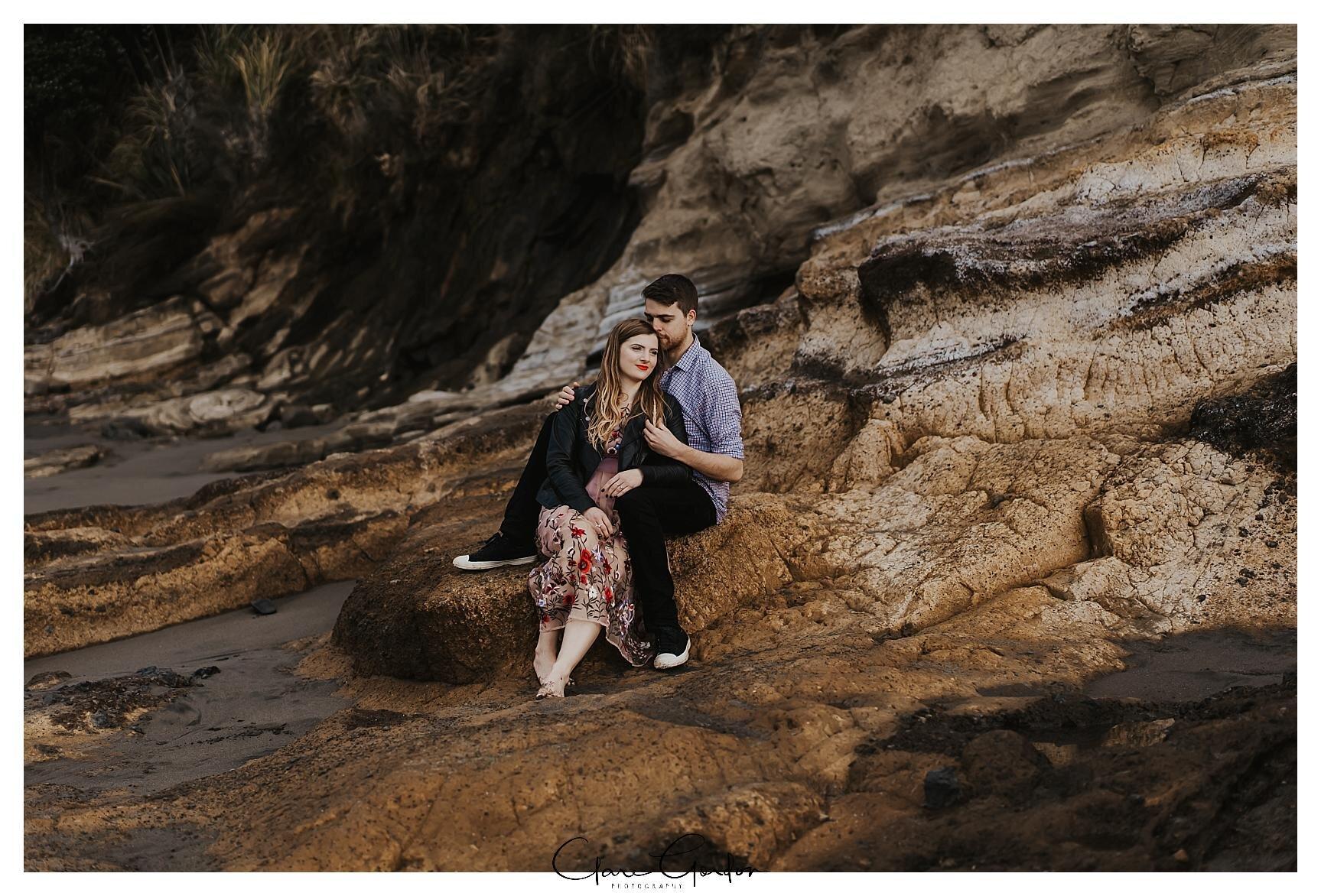 Raglan-beach-NZ-couples-engagement-photos-West-coast-Newzealand (10).jpg
