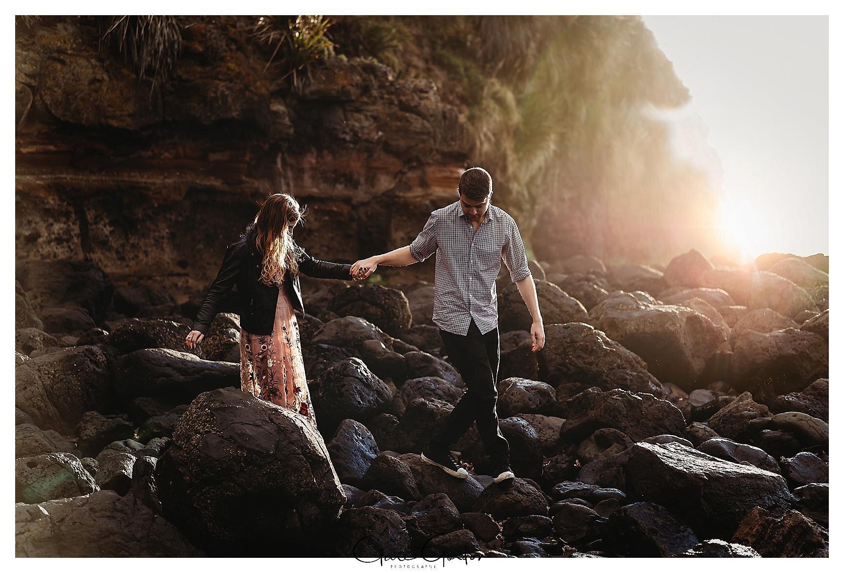 Raglan-beach-NZ-couples-engagement-photos-West-coast-Newzealand (13).jpg