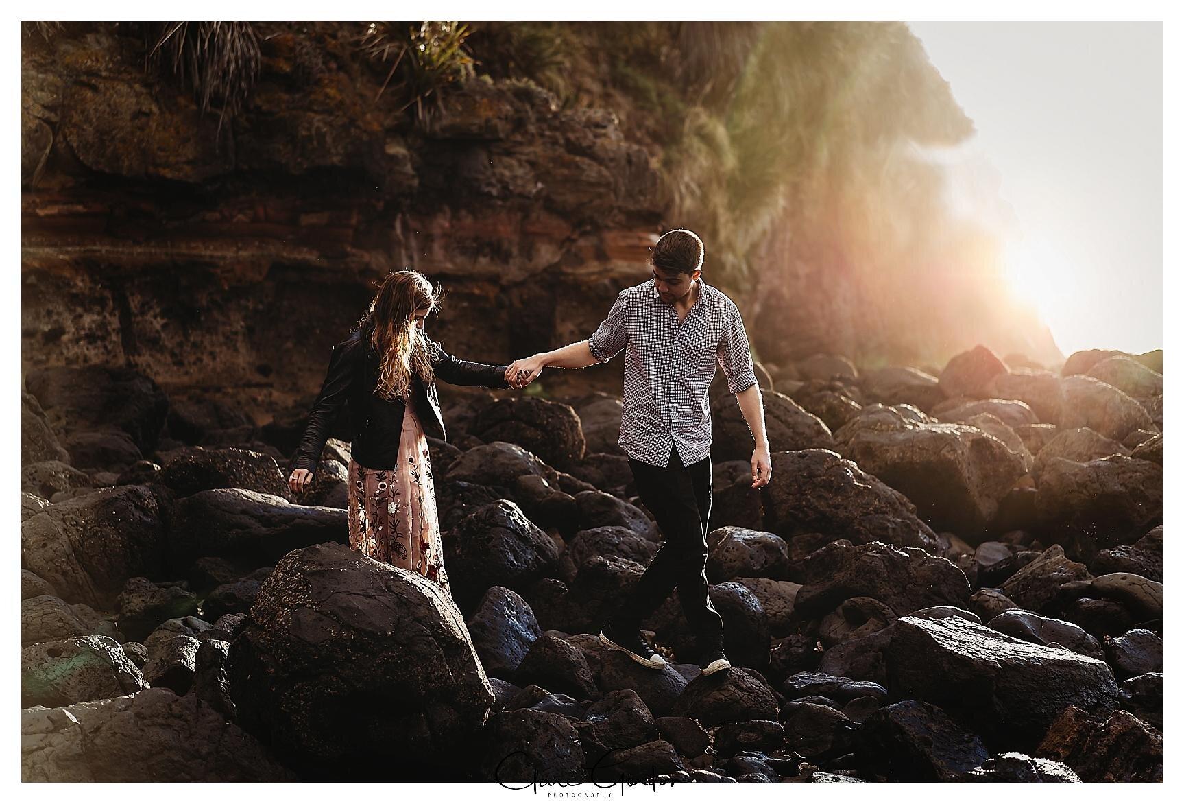 Raglan-beach-NZ-couples-engagement-photos-West-coast-Newzealand (14).jpg