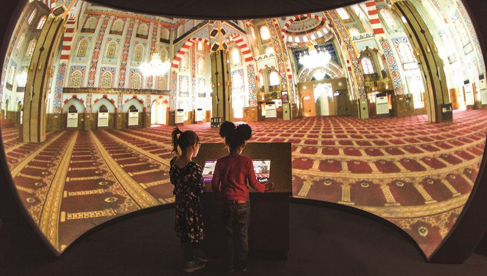 Two girls virtually explore mosques from around the world.