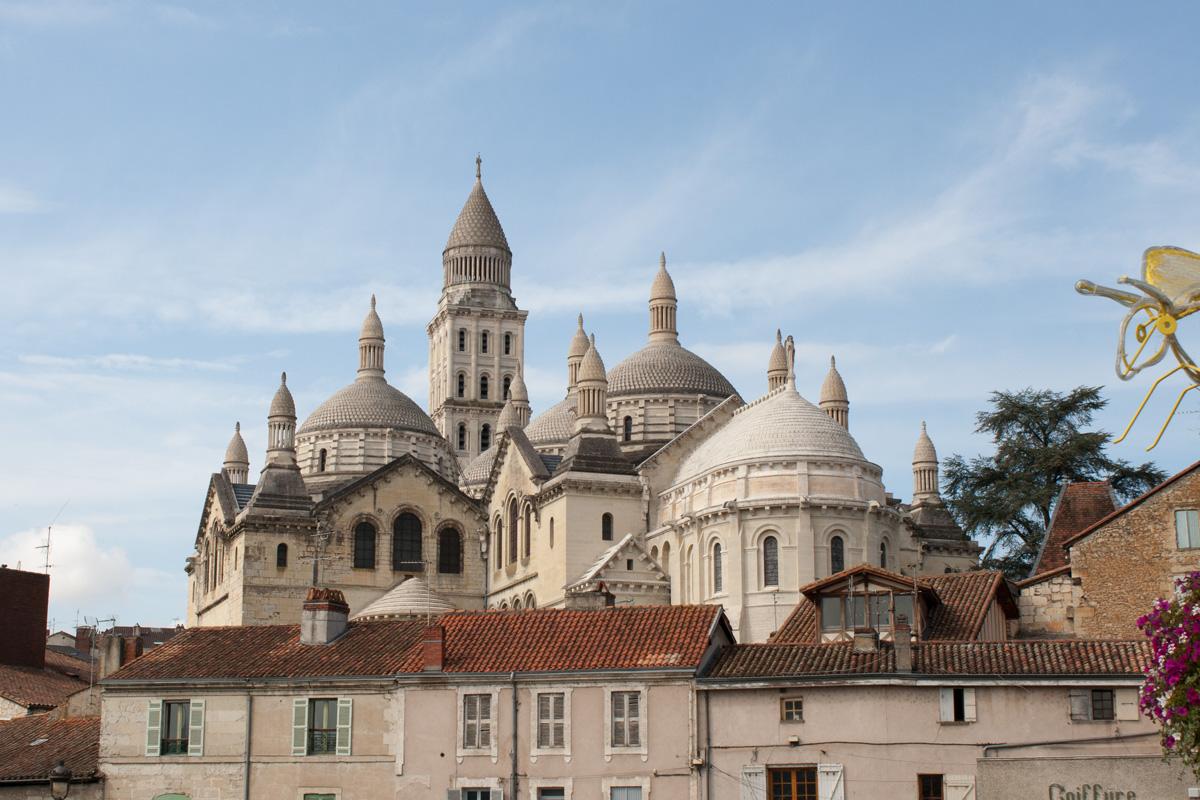 Perigueux - La capitale de la région sur la rivière Isle, avec une histoire remontant à la période néolithique. La ville possède un excellent secteur romain ainsi que de nombreux bâtiments médiévaux et de la Renaissance, ainsi que la fabuleuse cathédrale Saint Front.