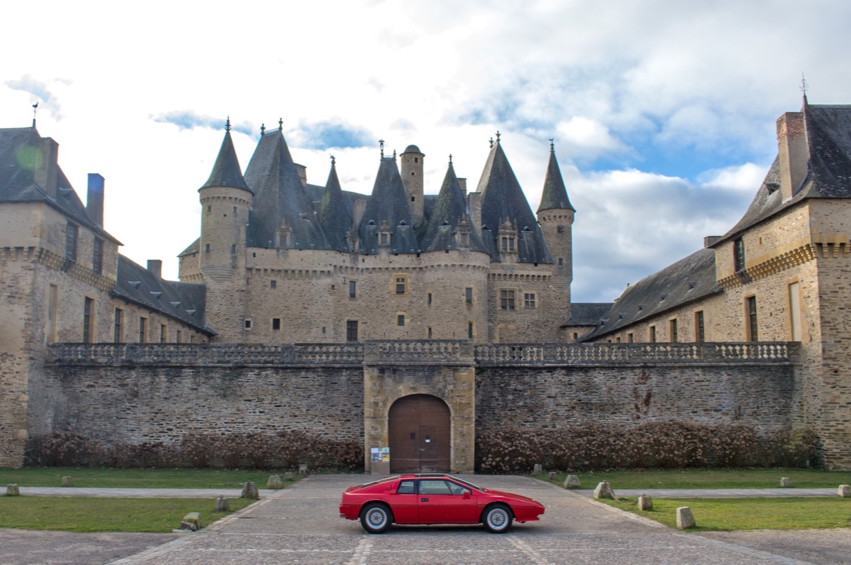 Château de jumilhac - Built between the XIII and XVII centuries, the château is still a private castle, owned by the same family since the 16th century the Marquis of Jumilhac.