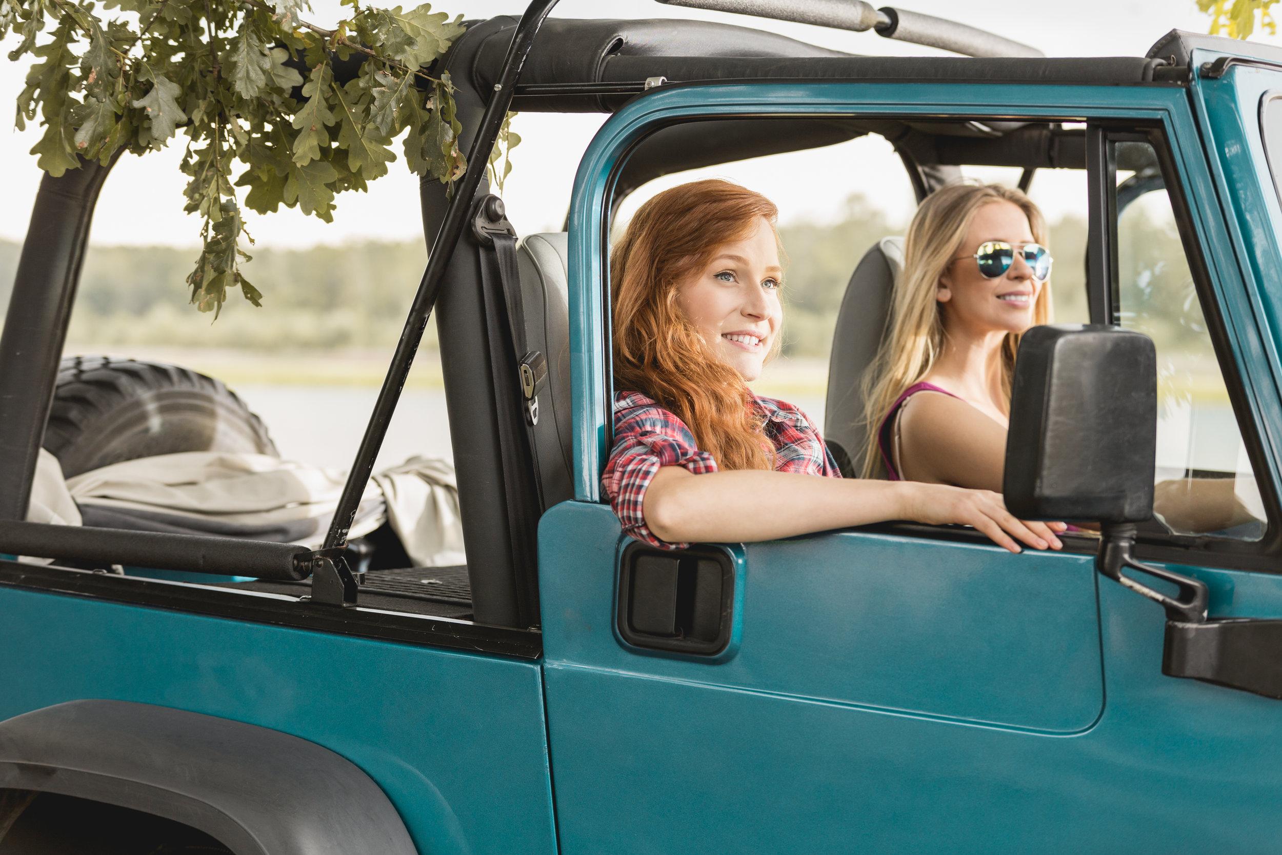 girls-driving-car-PZEXZP3.jpg