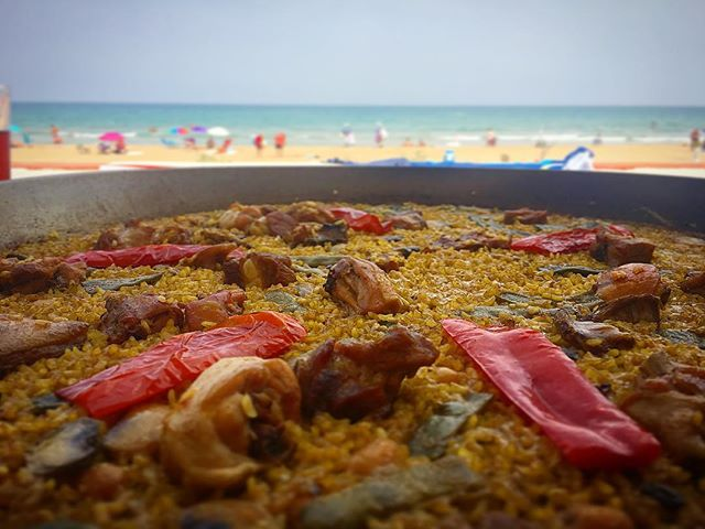 Nothing better than backyard paella when you have a backyard like @linares_alvr