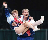 Béla Károlyi carries Kerri Strug to the podium at the 1996 Olympic Games.