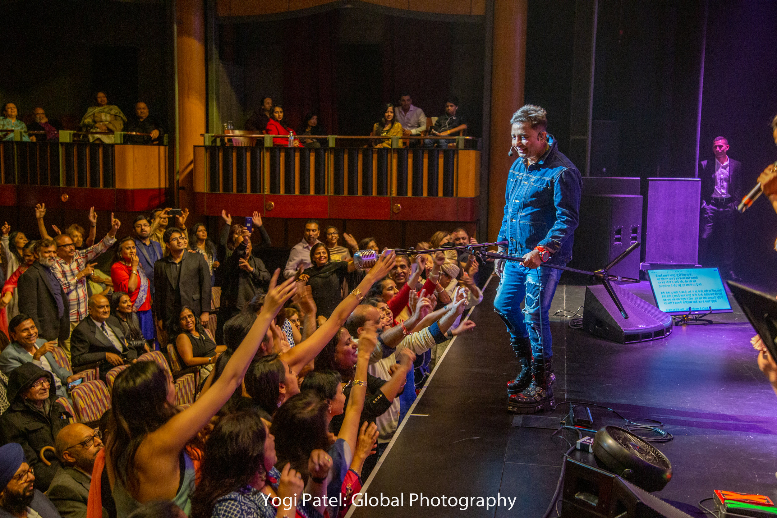 Sukhvinder made crowd frenzied!!.jpg