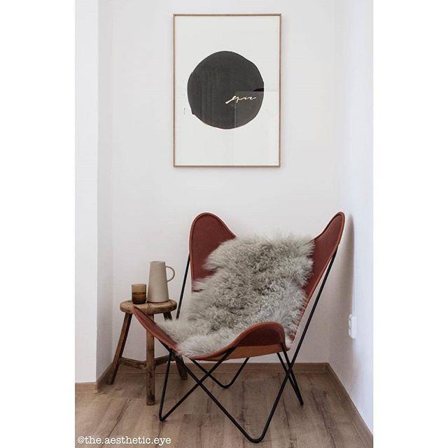 Do you have a special spot for reading at home, as well as @the.aesthetic.eye does? Make it stylish with this typography by Hanka Baštinská. Check it out in our e-shop! // Taky máte doma spceiální místo na čtení tak, jako @the.aesthetic.eye ? Udělejte si ho stylové s touhle typografií od Hanky Baštinské. Mrkněte na něj do našeho e-shopu! #artylist #interiordesign #interiorstyle #interior123 #skandinaviskehjem #interiorstyling #interiorarchitecture #artprint #interiordesignideas #butterflychair #interiorforinspo #interior4all #nordicstyle #scandinavianstyle #mynordicroom #interior2you #nook  interior #interiordesign #interiorstyle #interior4all #interior123 #skandinaviskehjem #interiorstyling #interiorarch