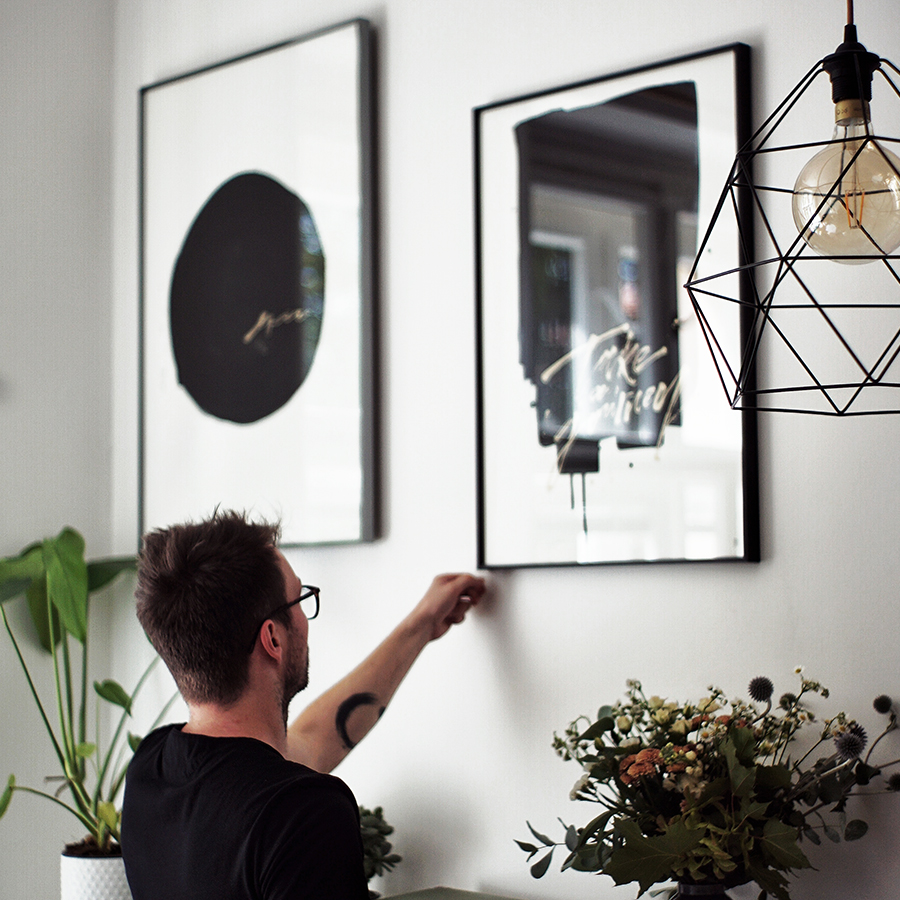 CREATED FOR OUR CONCEPT - All our works of art are created in cooperation with emerging artists. So that they fit in with our concept. So that they create a unique atmosphere wherever you hang them. So that they give you an aesthetic experience and make you happy.