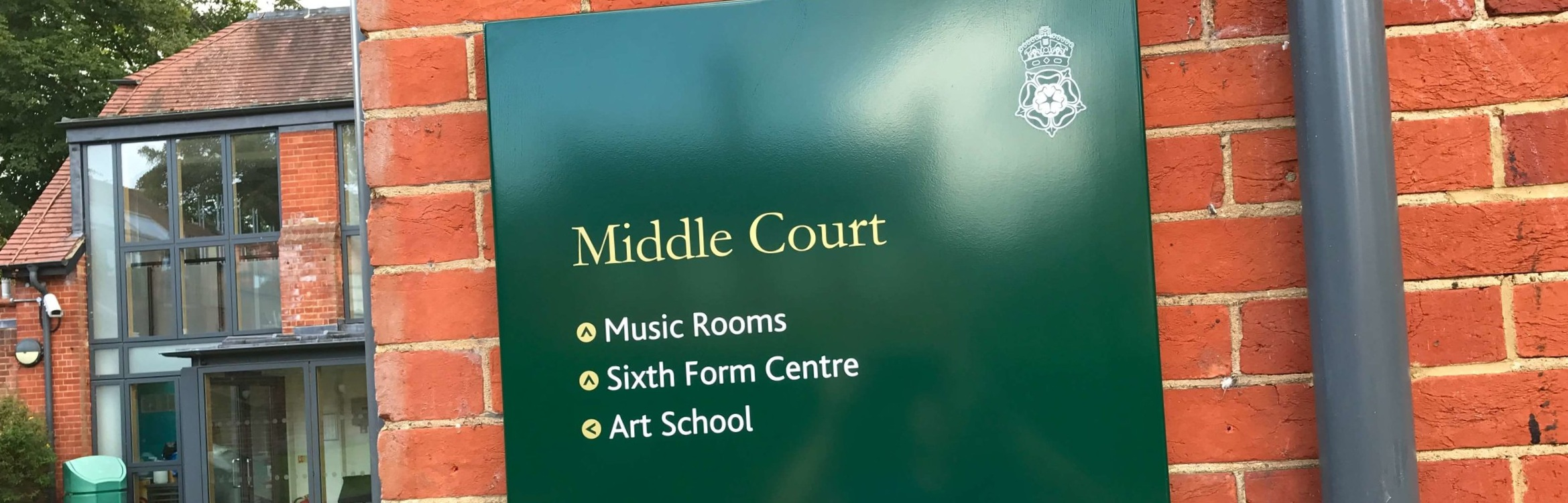 royal_grammar_school_wayfinding_sign_04.jpg
