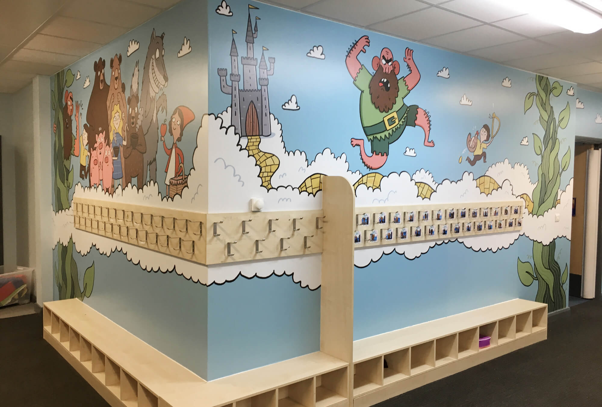 sacred_heart_primary_traditional_tales_wallgraphics_01.jpg