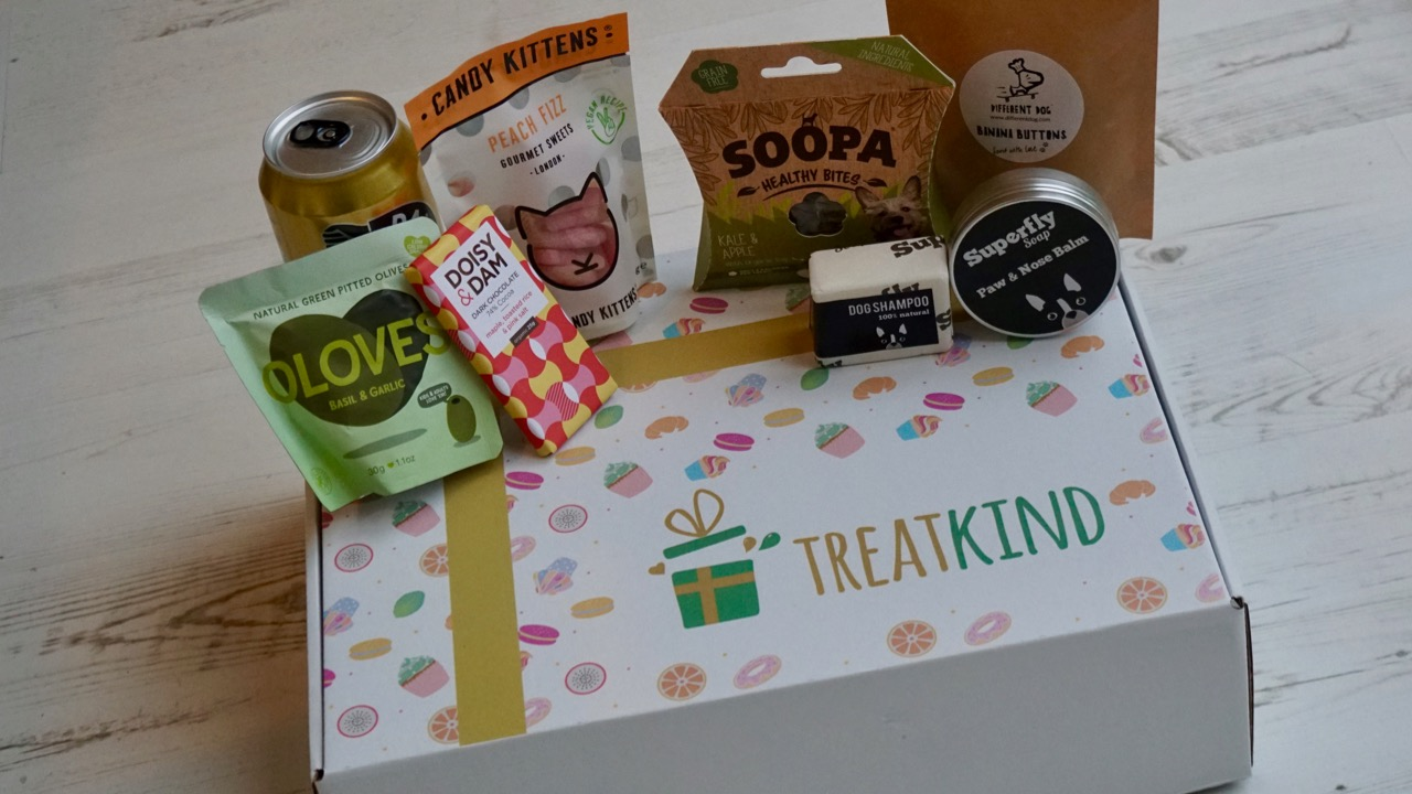 Mutt & Pooch has partnered up with TreatKind to bring you this exciting limited edition vegan treat box!