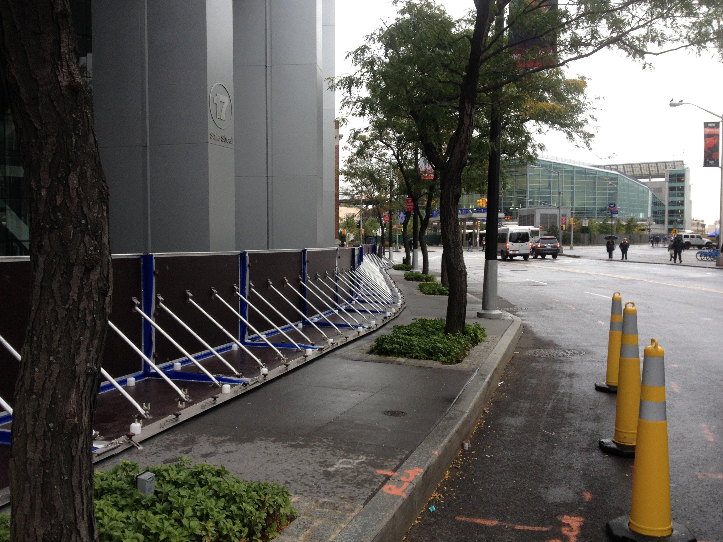 展開可能な洪水防止装置   最高レベルの洪水防止装置認証取得  - 周囲 - 開口部 - 建物との結合 -