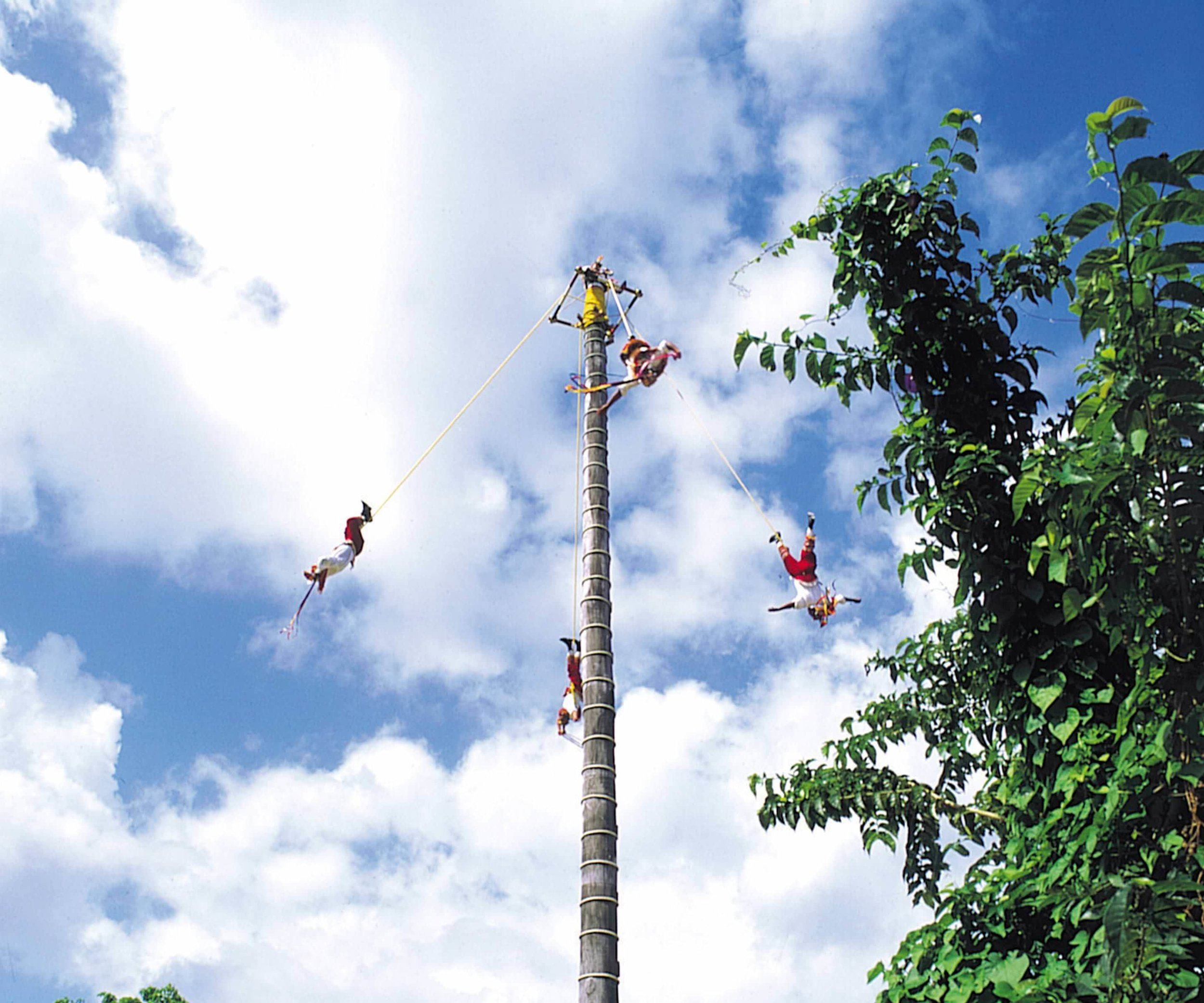 papantla-flyers-pre-hispanic-ritual-3.jpg
