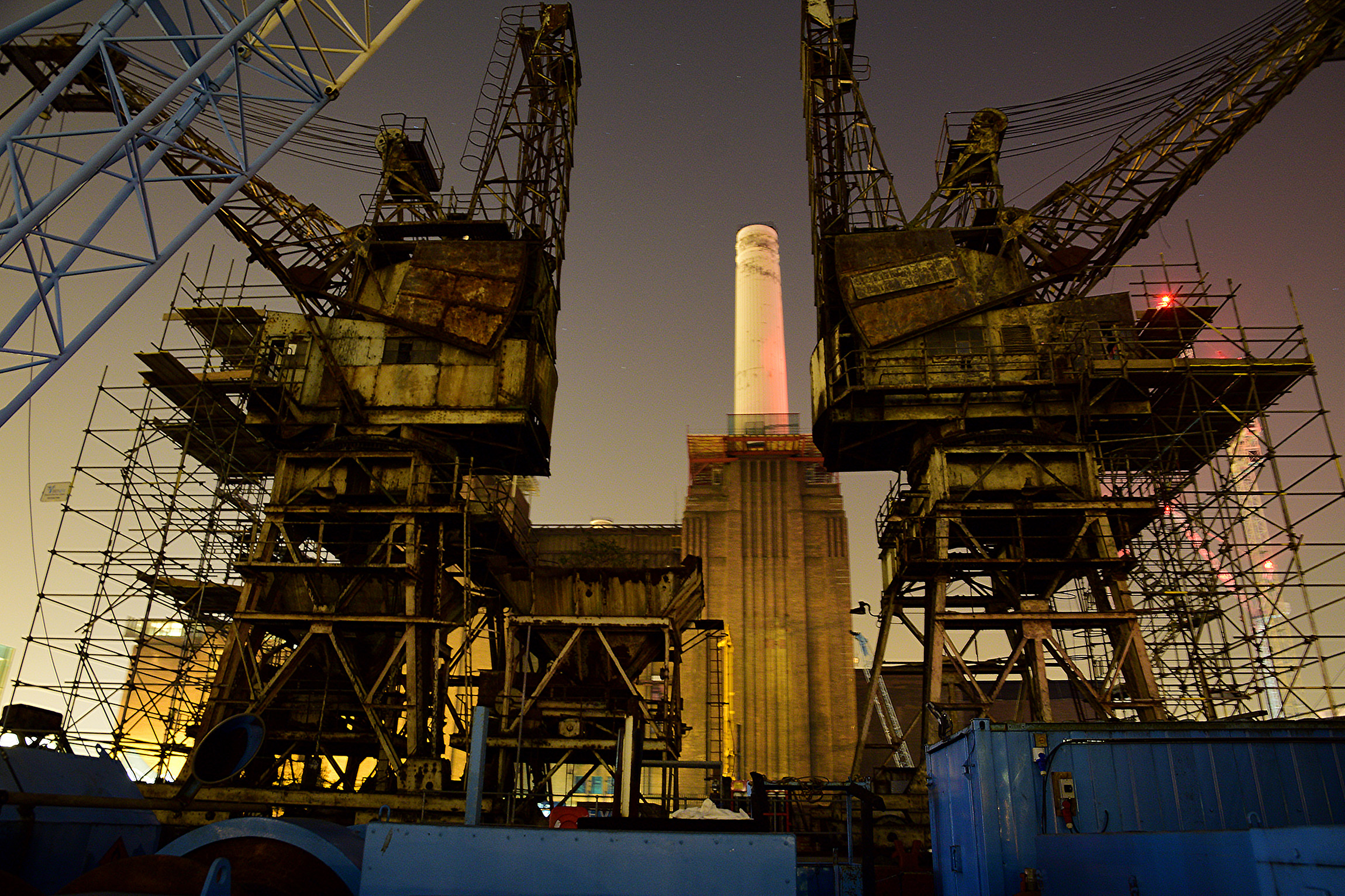 Under, In and On The Battersea Dock Cranes - After deciding to postpone another nearby event, we decided it was time to check these 2 small beauties out.Its quite a pleasant part of the site to get to because you feel quite out of the way, and at peace once you have got over onto the jetty.We took the original ladders up rather than the newly erected scaffold to 1)reduce our visibility and 2)experience the original way up. The wind was blowing in the right direction so that the park puppy didn't smell us.The cabin was a rank odorous aviary full of crazy birds. They couldn't find a way out whilst I was in there and so they did continual kamikaze dives into the glass and then into my face. It made quite a noise. I had one of those 'why on earth am I here' moments in there.Photography conditions were terrible - dark, cramped, no easy place to put tripod. The part off the jetty bobbing up and down. Most of my shots were on a totally guessed focus as it wouldn't lock, and lighting with torches was definitely no-no.A pleasant walk down the river finished this rather lovely outing.