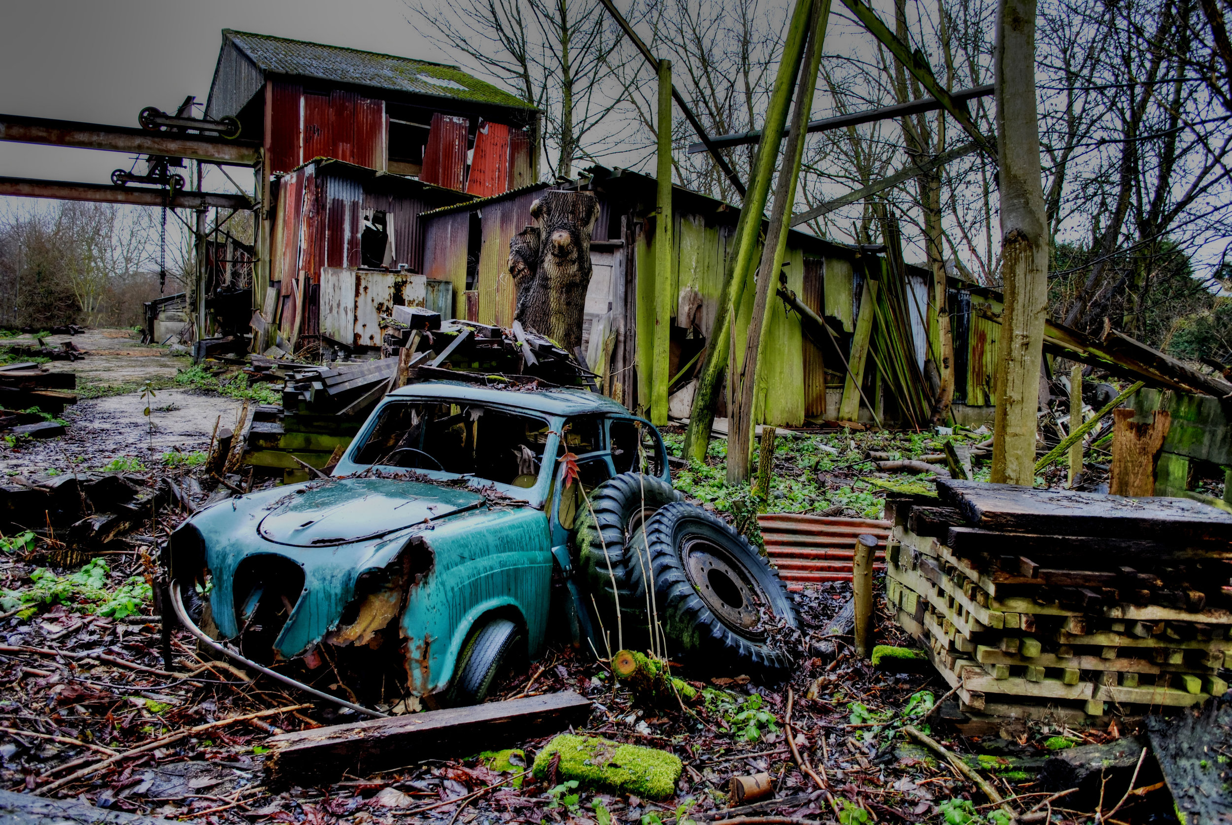 Woodyard Memories - A pretty decayed old-school yard with retro abandoned vehicles