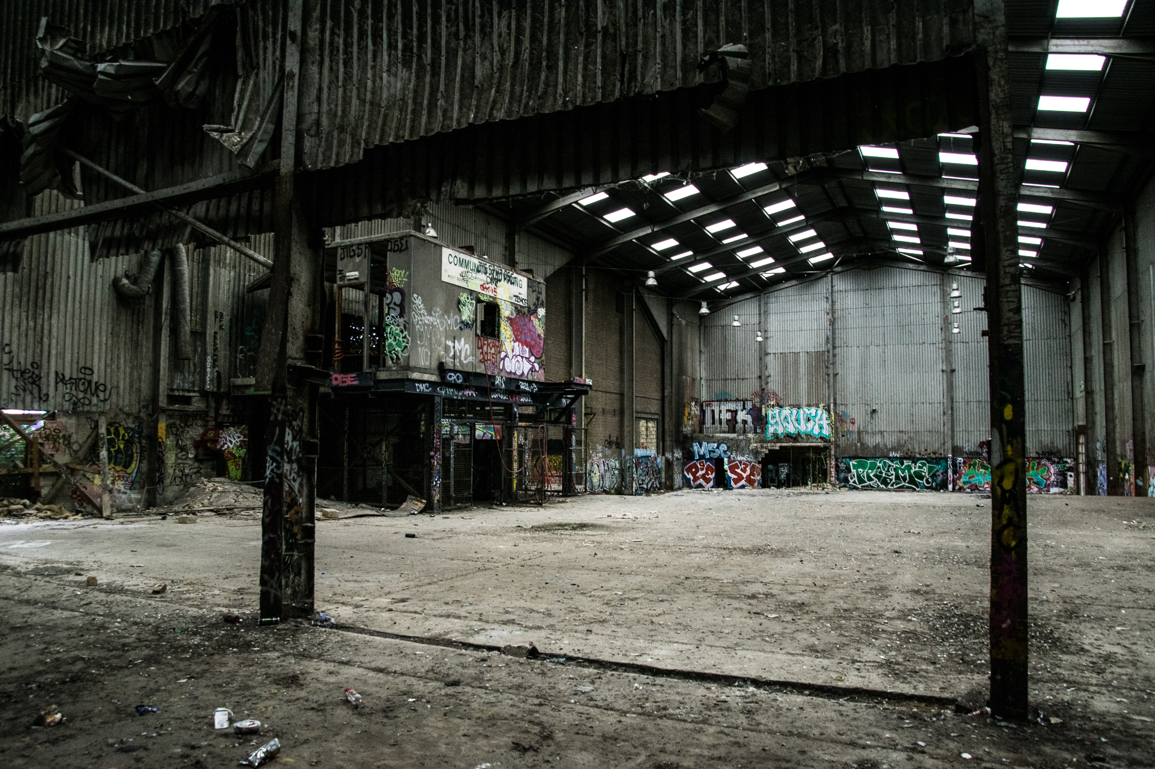 Disused Rubbish and Recycling Plant - Lord knows why I decided to spend a Sunday afternoon in here.Although empty for a decade or so, it stank as fresh as a back end of a rubbish truck on a humid summer's day.Some interesting graf here that kept me distracted though. A huge space.