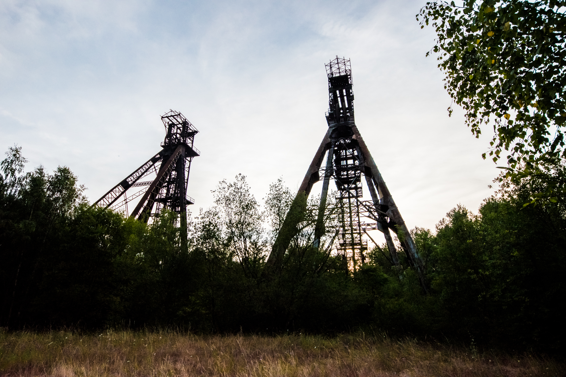 Rusting Mine Headstocks - Looming over a suburban street of rather run down houses are these 2 beastly Headstocks.Sadly the stairs had been chopped off at the bottom, so without climbing gear it was impossible to get up them.