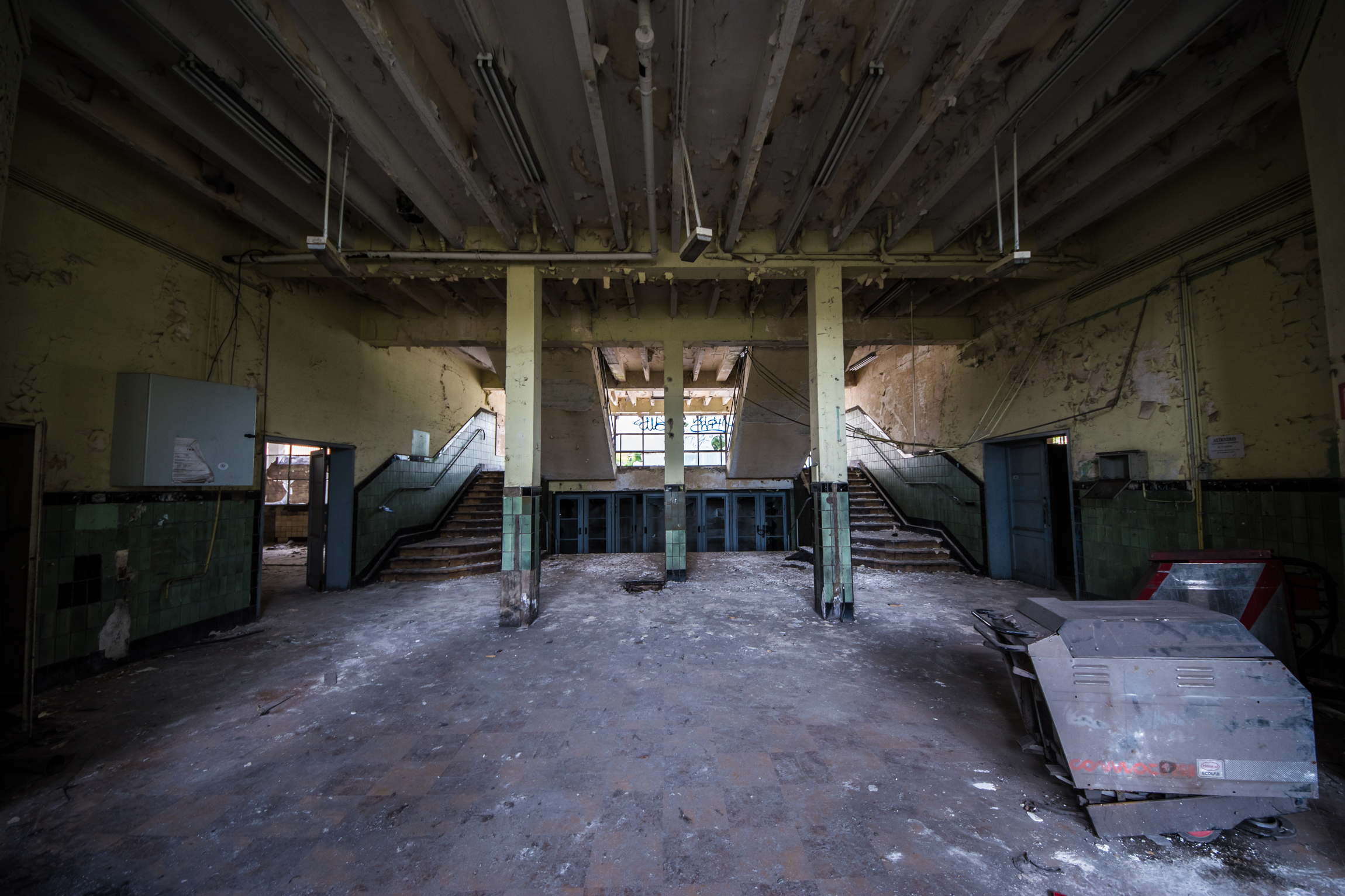 Steelworkers Baths - This was the entrance/showers and locker area for the probably hordes of workers coming in daily to sweat on this huge industrial site.There was something pleasing and almost art deco about this place.