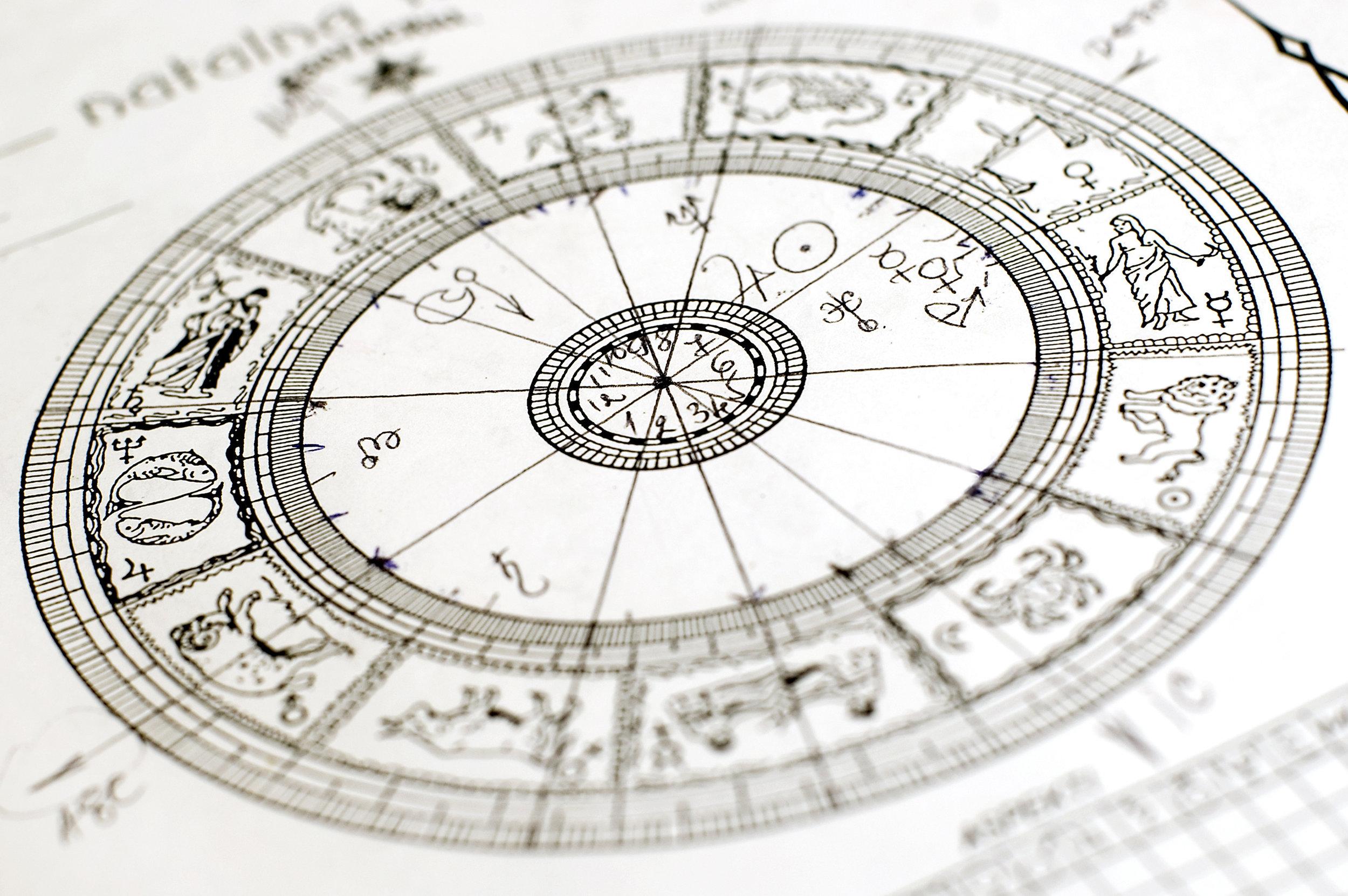 Et la Lecture de ta Carte Astrale GRATUITE ! - Pour les 20 premières inscrites la lecture de la carte astrale est gratuite. Un excellent outil pour se reconnecter à ses valeurs, ses besoins et comprendre qui on est réellement !©Vlad - stock.adobe.com