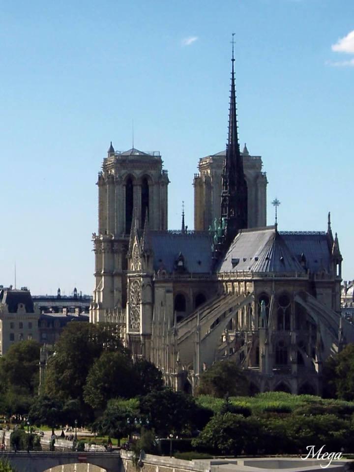 Notre Dame Paris 3.jpg