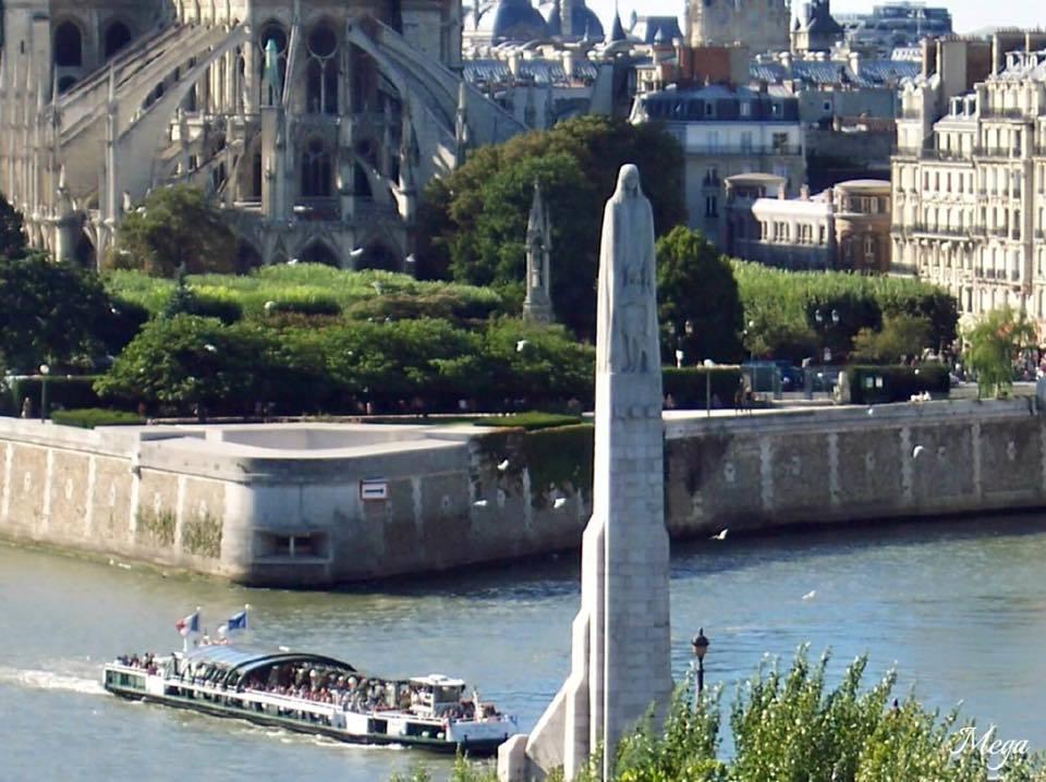 Notre Dame beauty 34.jpg