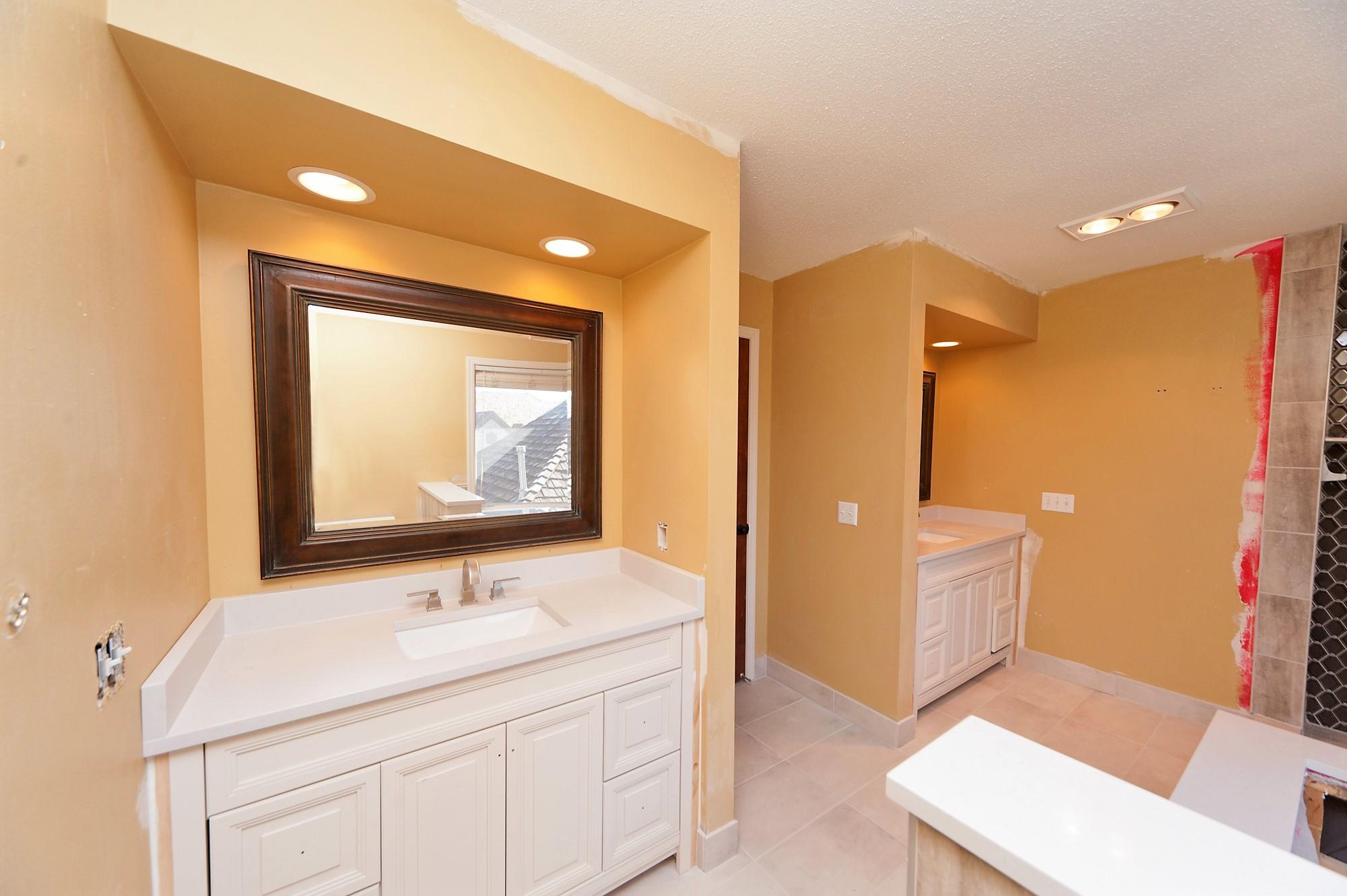 1 Antes Master Bathroom.jpg