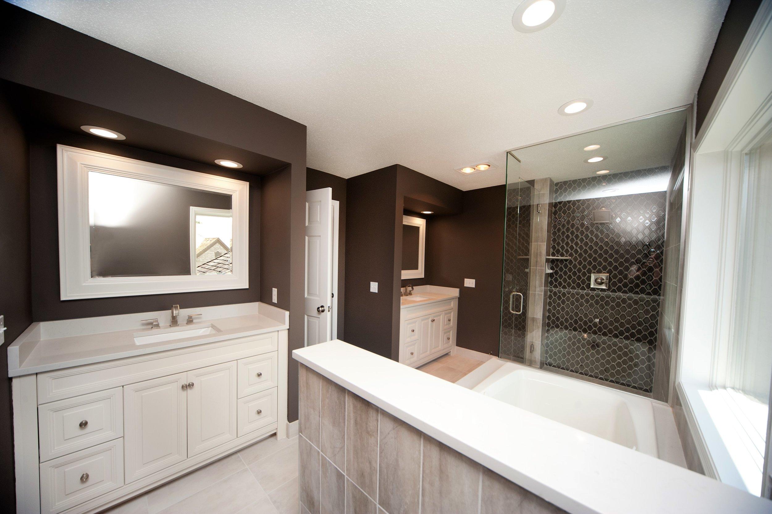 1 Despues Master Bathroom.jpg