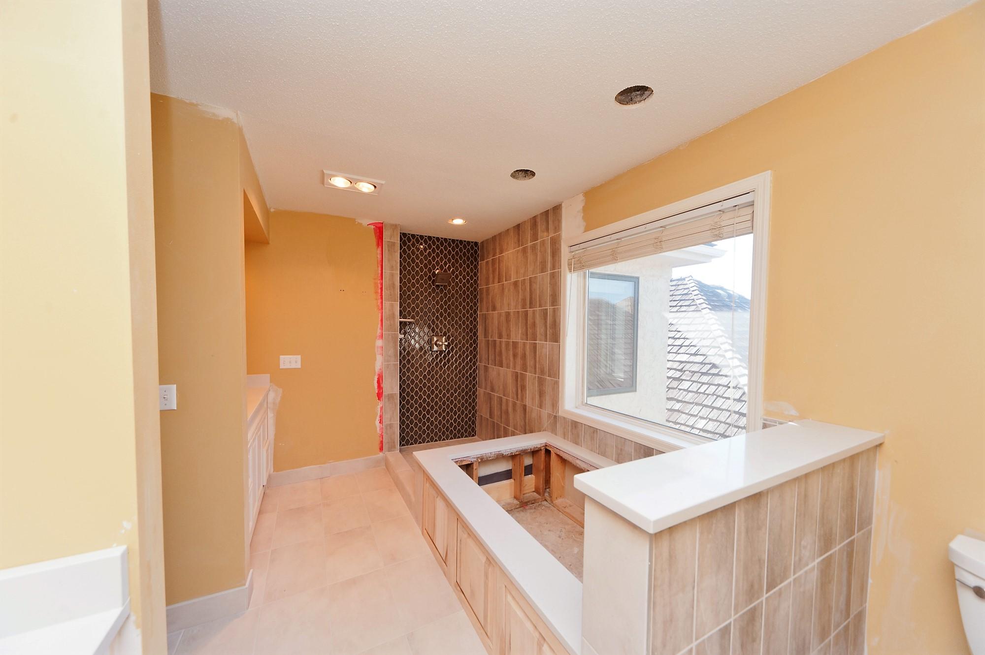 2 Antes Master Bathroom.JPG