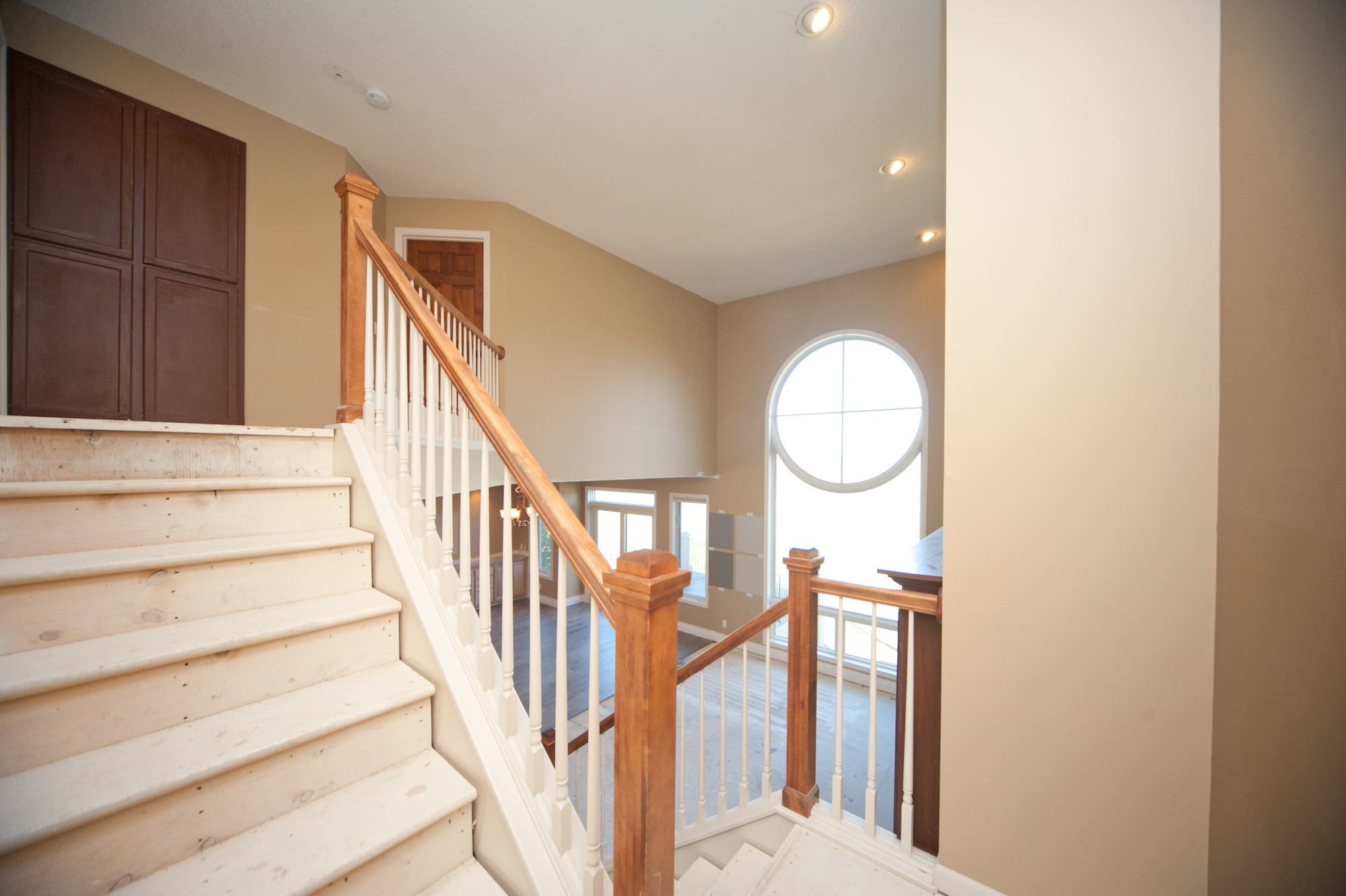 16 Antes Upstairs Staircase.JPG