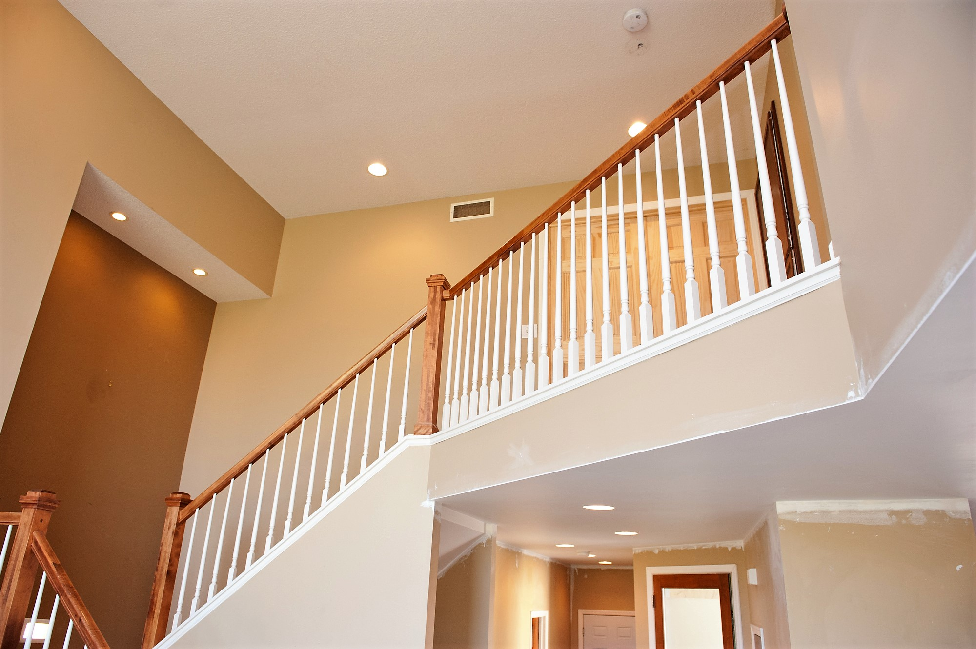 18 Antes Upstairs Staircase.JPG