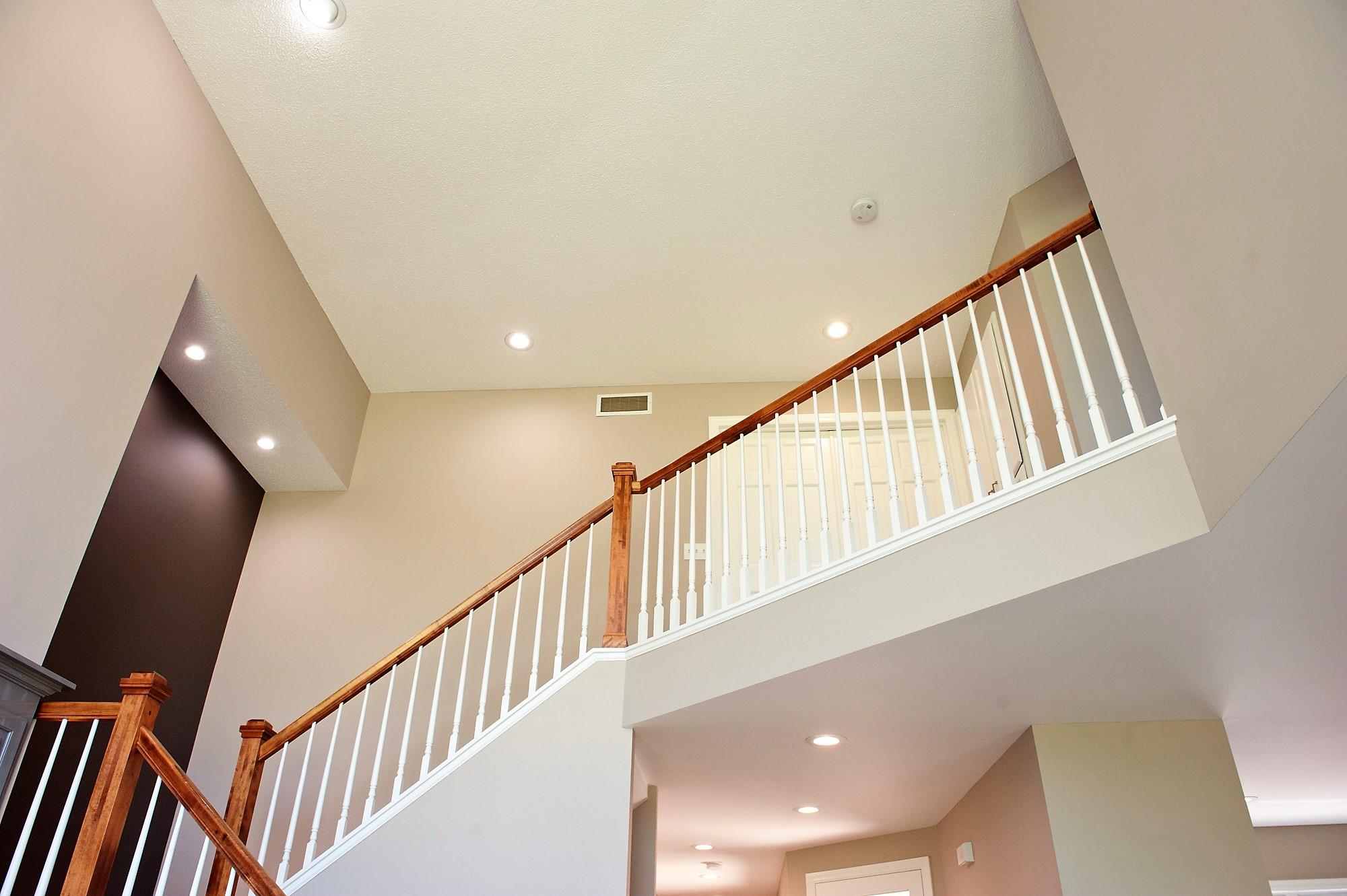18 Despues Upstairs Staircase.JPG