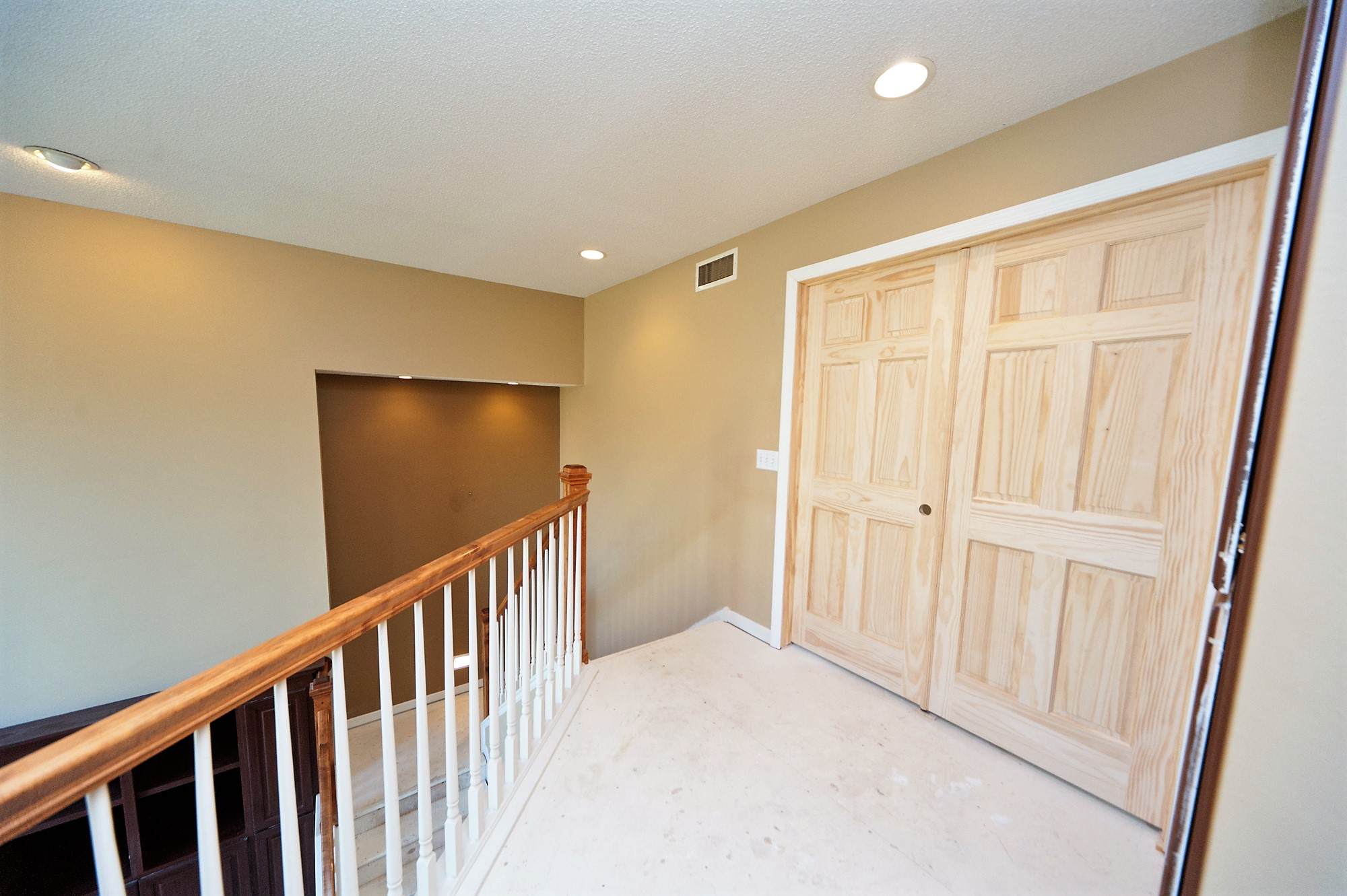 19 Antes Upstairs Staircase.JPG