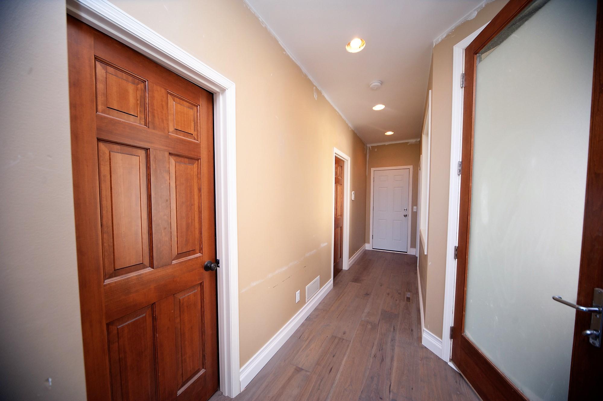 47 Antes Entry Hallway.JPG