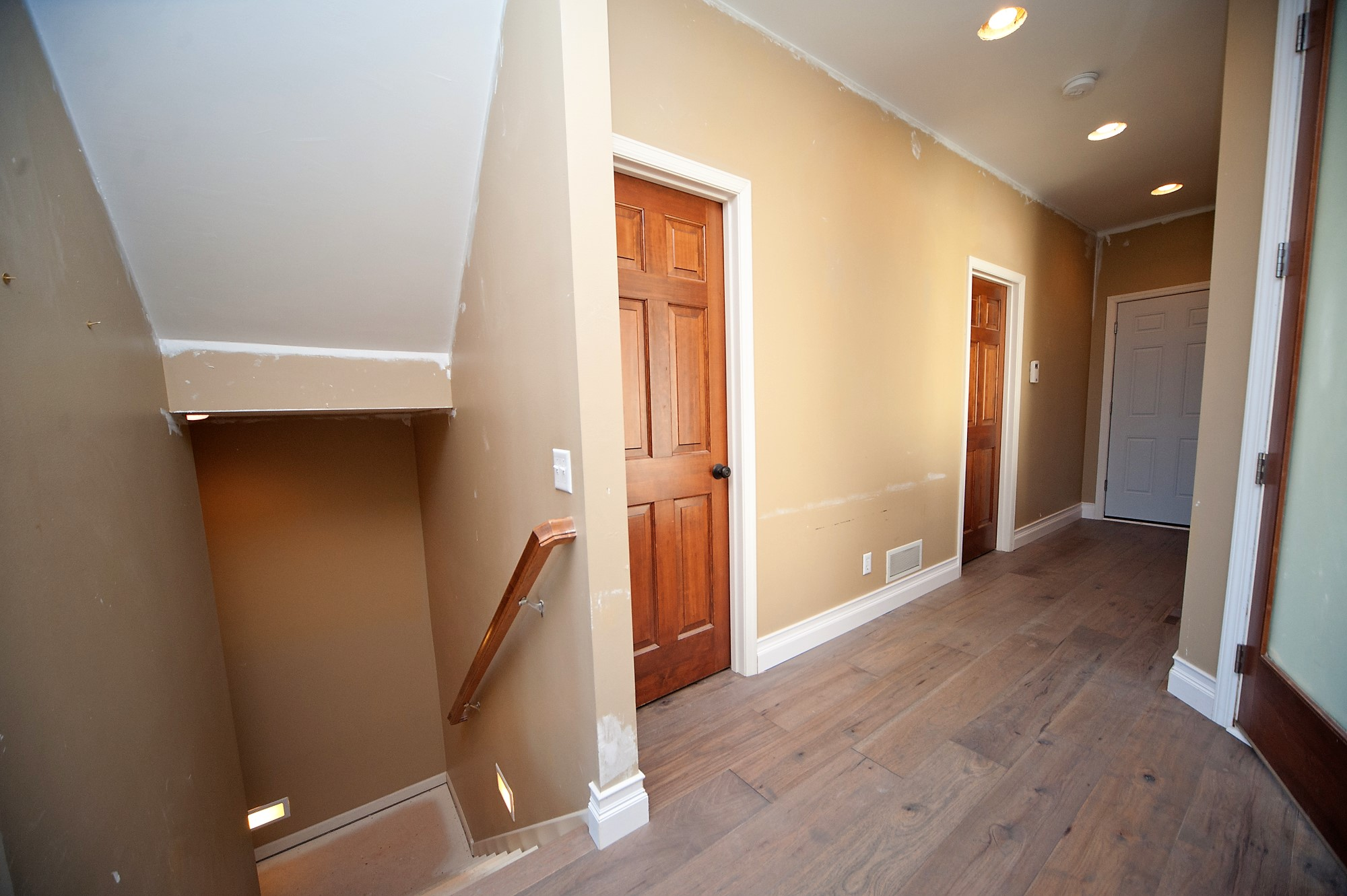 48 Antes Entry Hallway.JPG