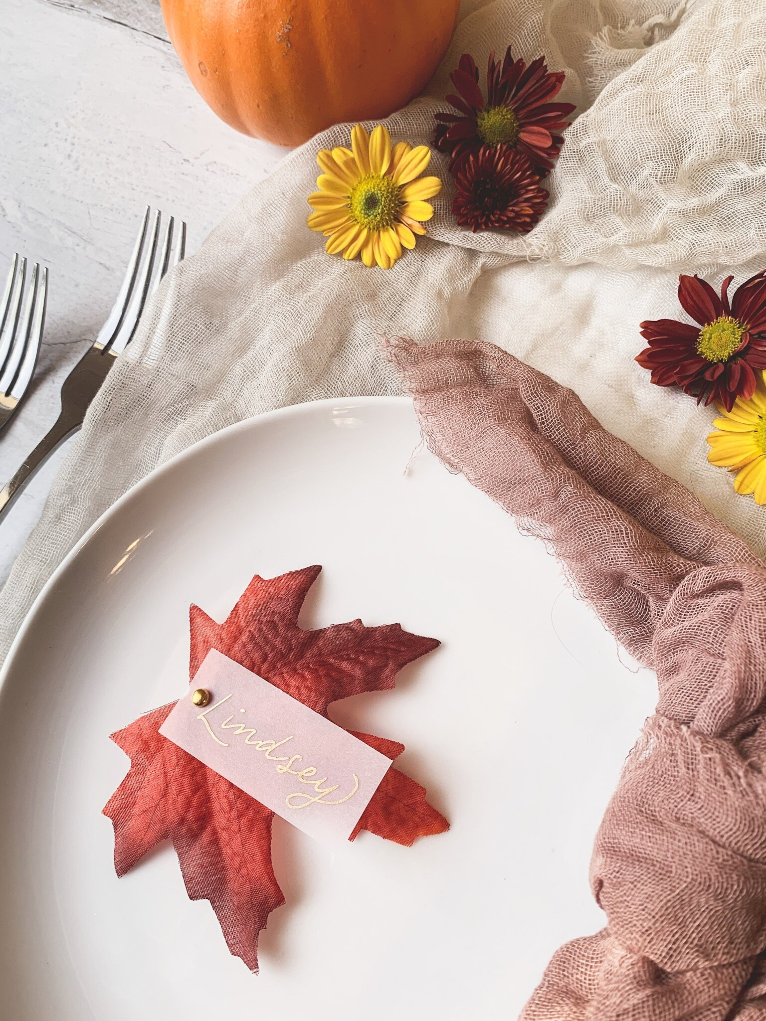 Fall inspired place cards for Thanksgiving dinner